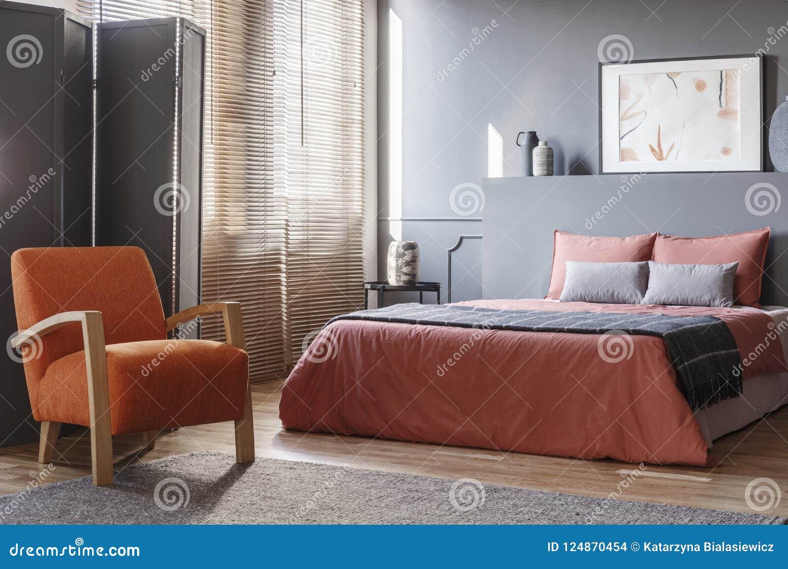 Intérieur Orange Et Gris De Chambre à Coucher Photo stock - Image du ...