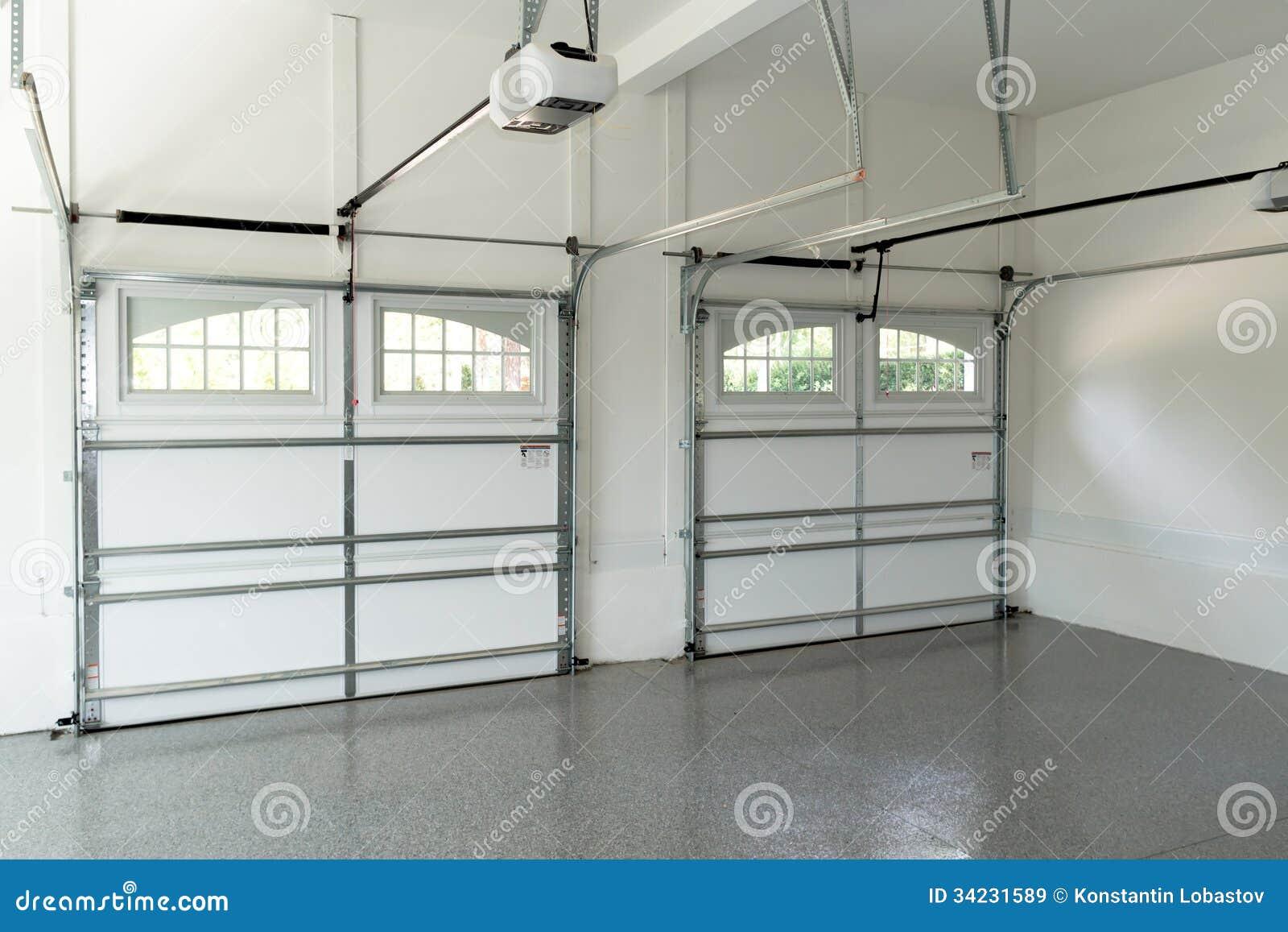 Int rieur r sidentiel de garage de maison image stock for Mur de garage interieur