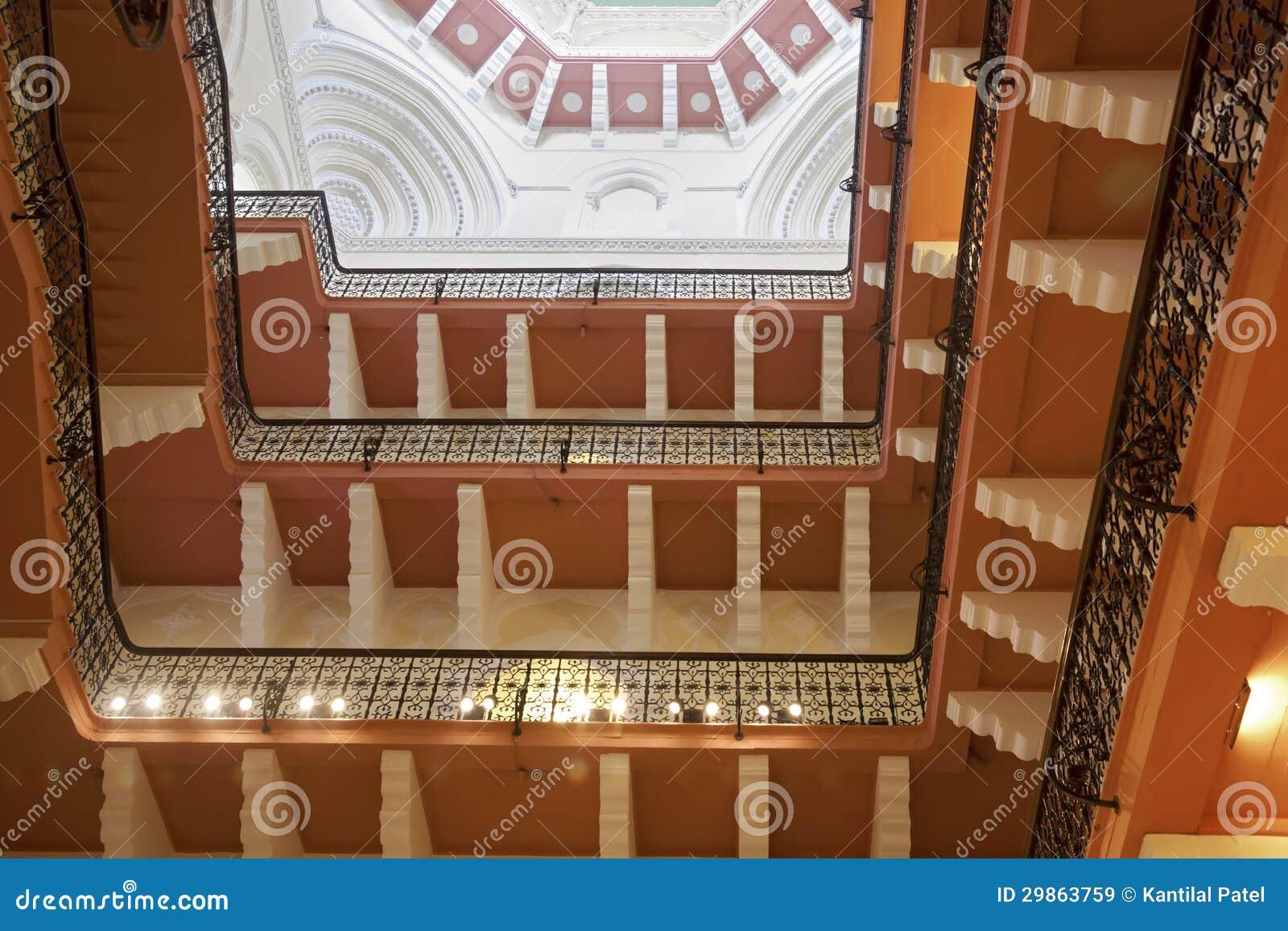 Les galeries l 39 int rieur de l 39 h tel bombay de taj images for Architecture interieur bruxelles