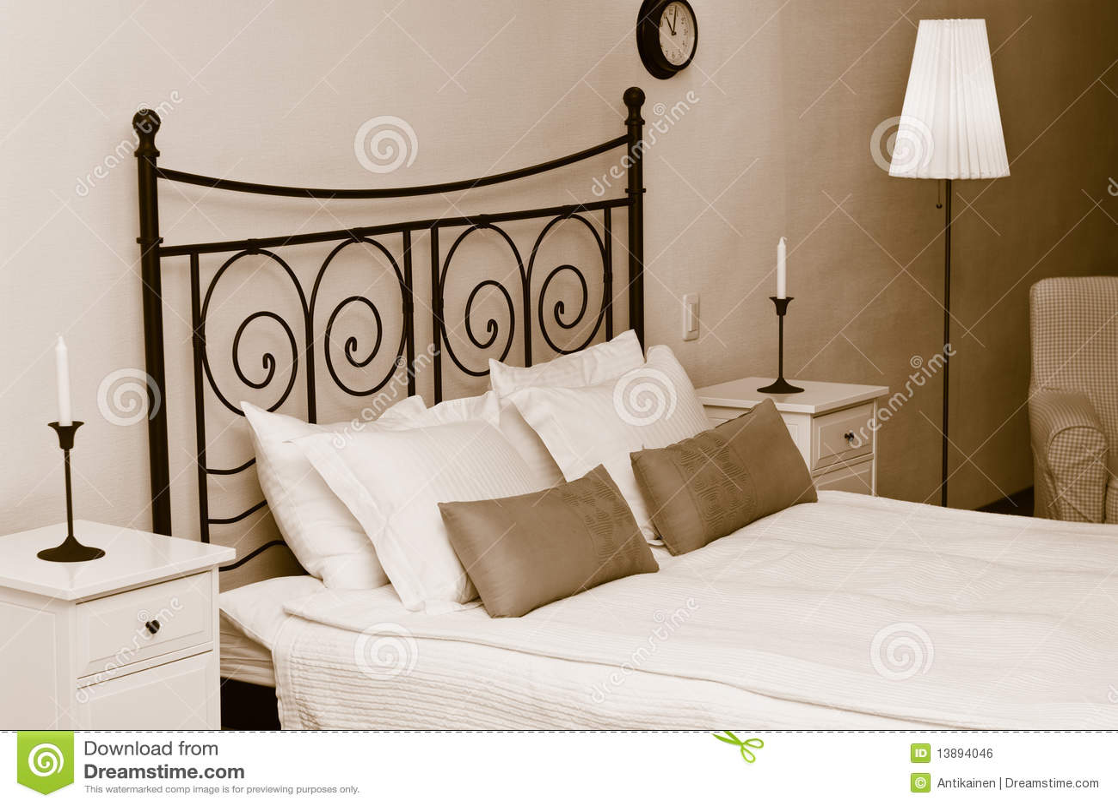 Int rieur romantique de chambre coucher image libre de for Interieur de chambre a coucher