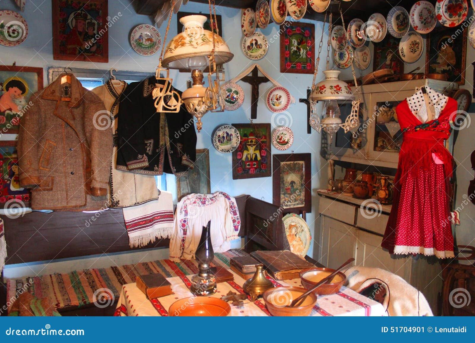 Intérieur roumain traditionnel de maison