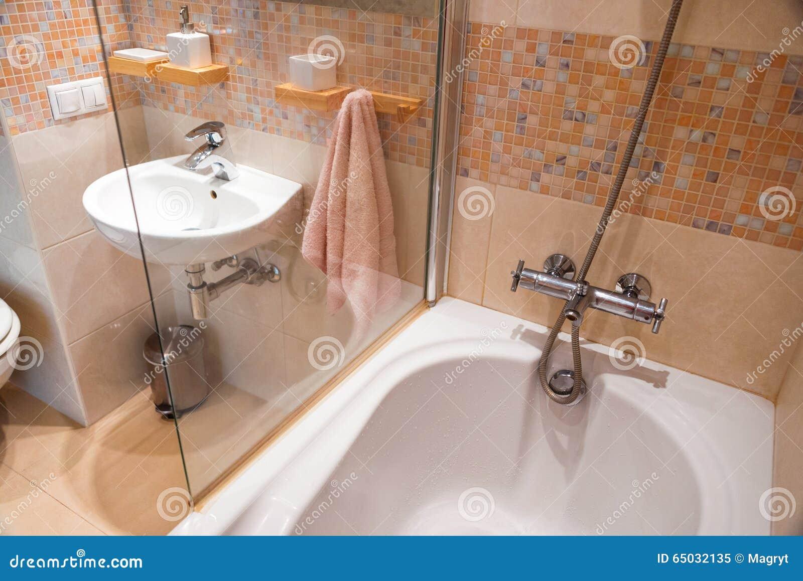 Salle De Bain Simple Et Moderne ~ int rieur simple moderne en appartements l gers int rieur de salle