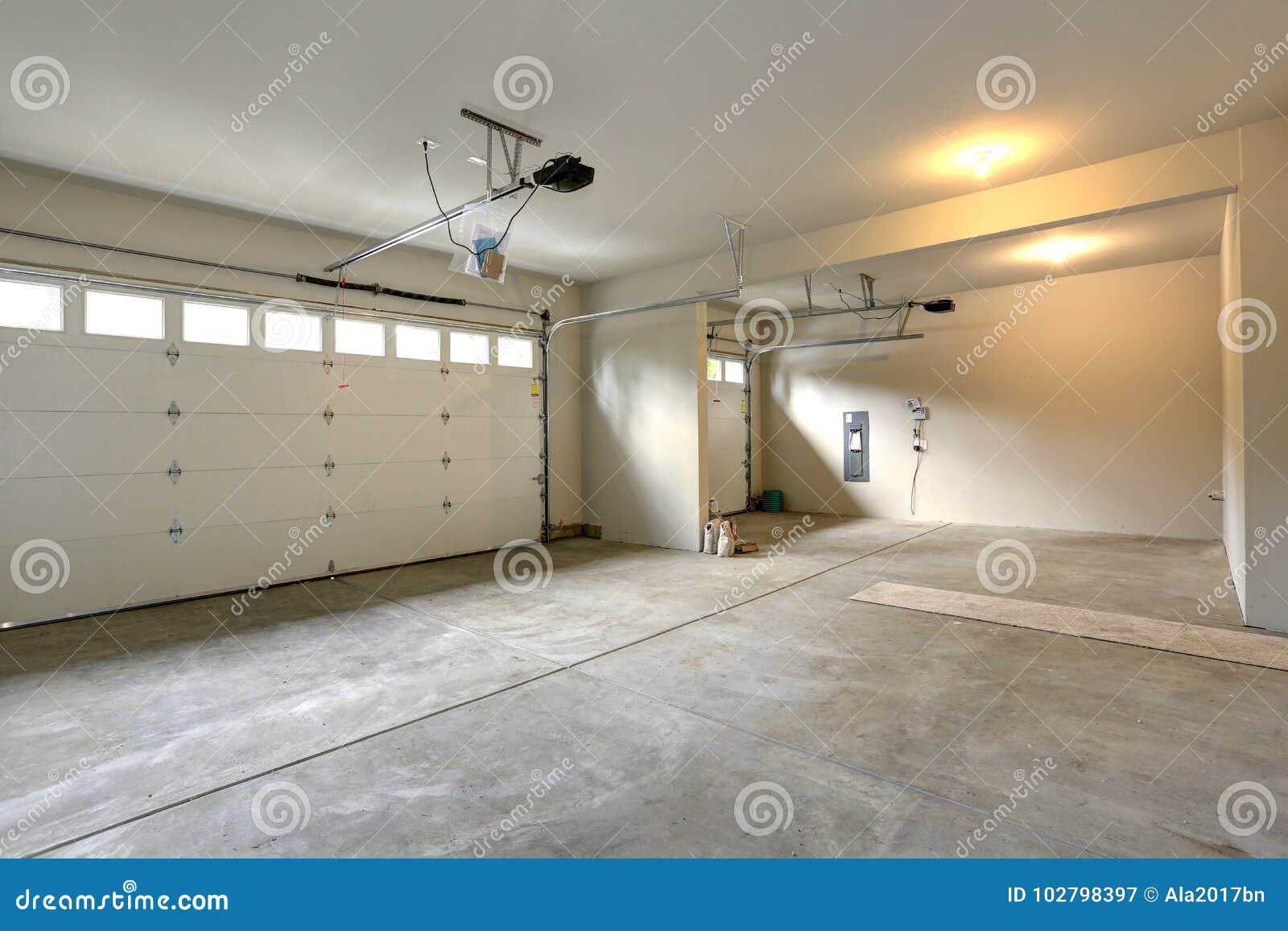 Intérieur Spacieux Vide De Garage Image Stock Image Du Double