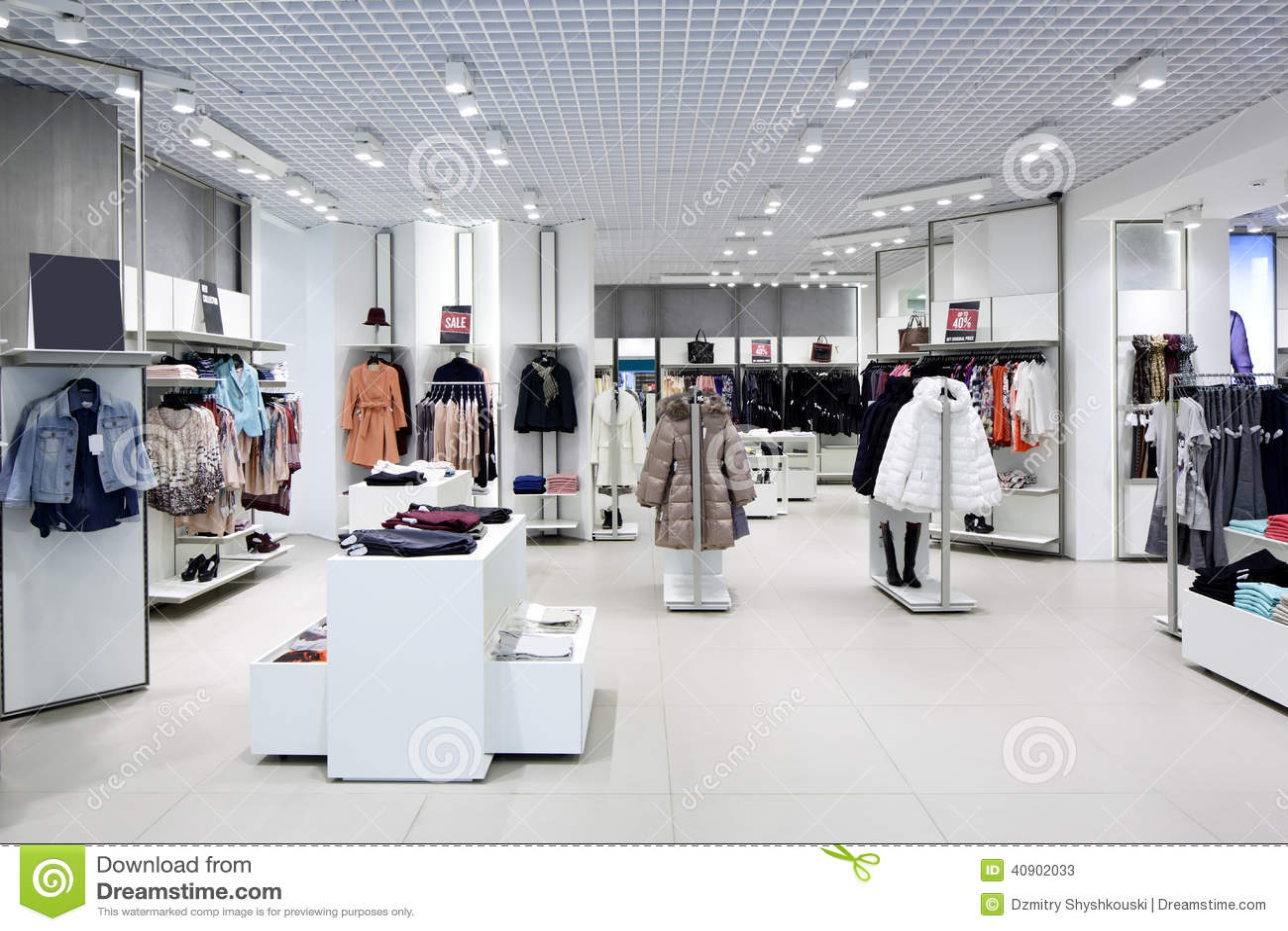 int rieur tout neuf de magasin de tissu image stock image du d cor luxueux 40902033. Black Bedroom Furniture Sets. Home Design Ideas