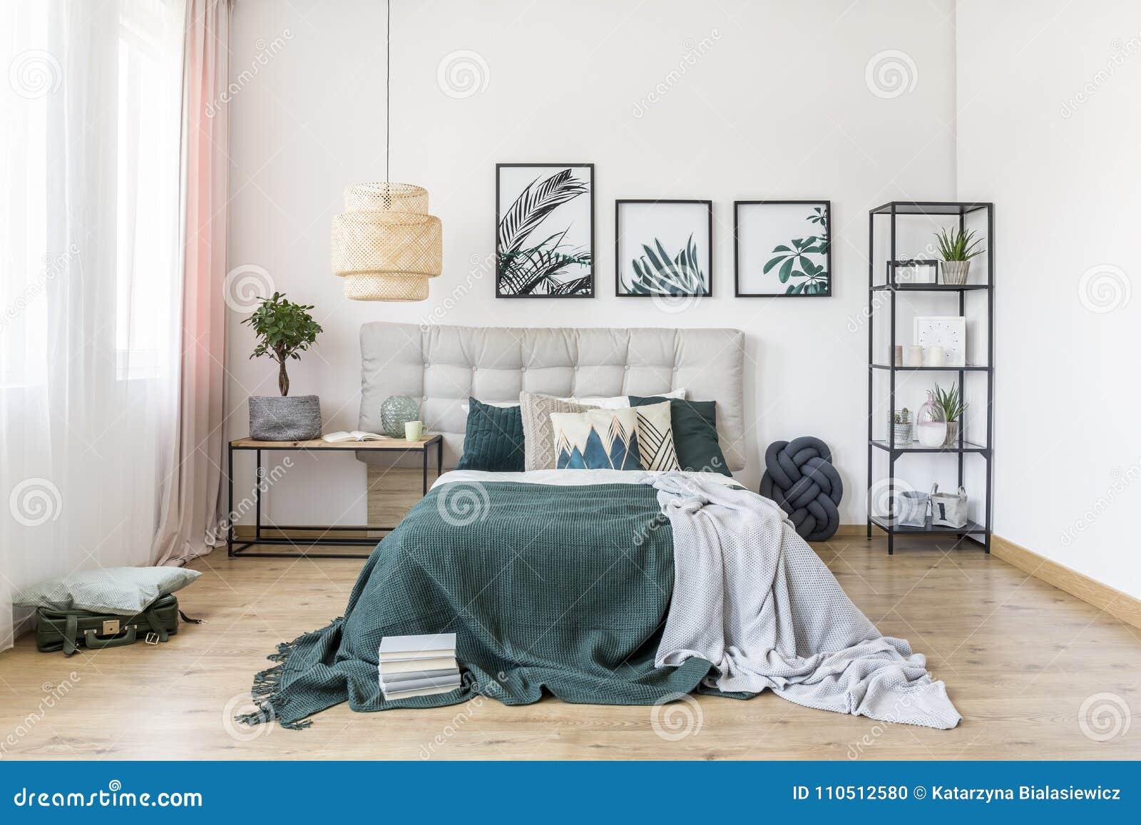 Intérieur Vert De Chambre à Coucher Avec L\'usine Photo stock - Image ...