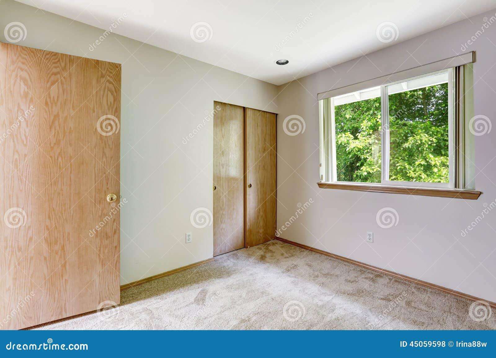Int rieur vide de chambre coucher avec la fen tre et le for Le vide interieur