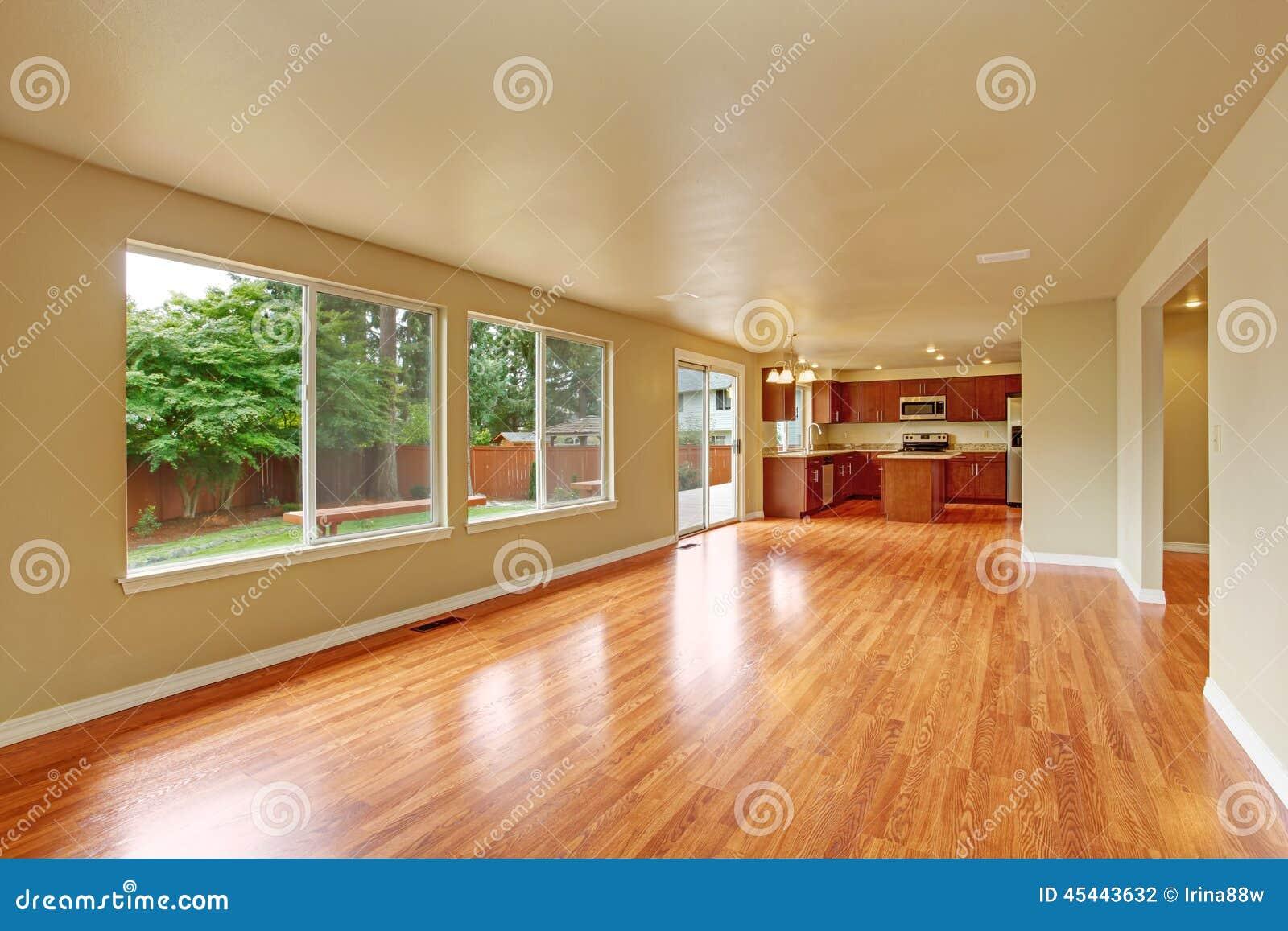 Int rieur vide de maison avec le nouveau plancher en bois for Le vide interieur