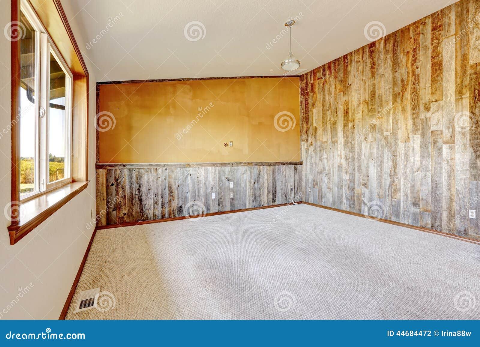 La Plinthe Du Mur intérieur vide de maison de campagne mur orange avec la