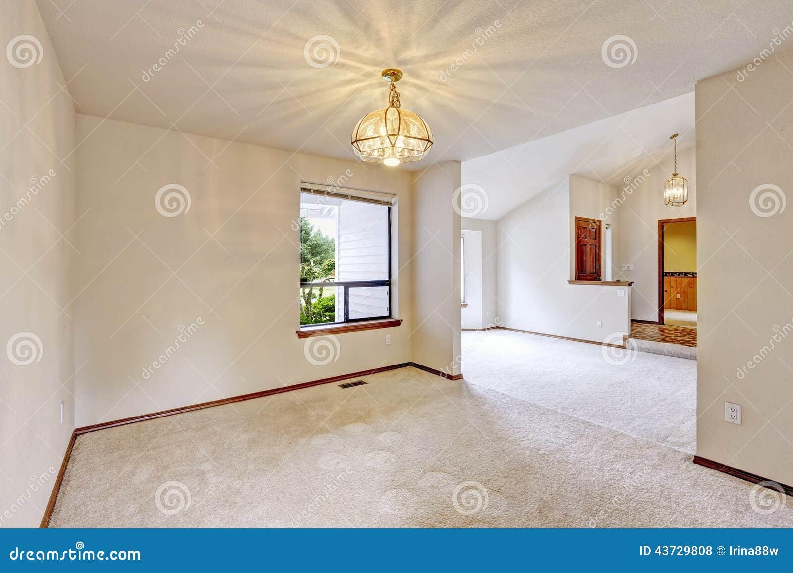 Int rieur vide de maison petits pi ce et couloir d 39 entr e photo stock image 43729808 for Couloir d entree
