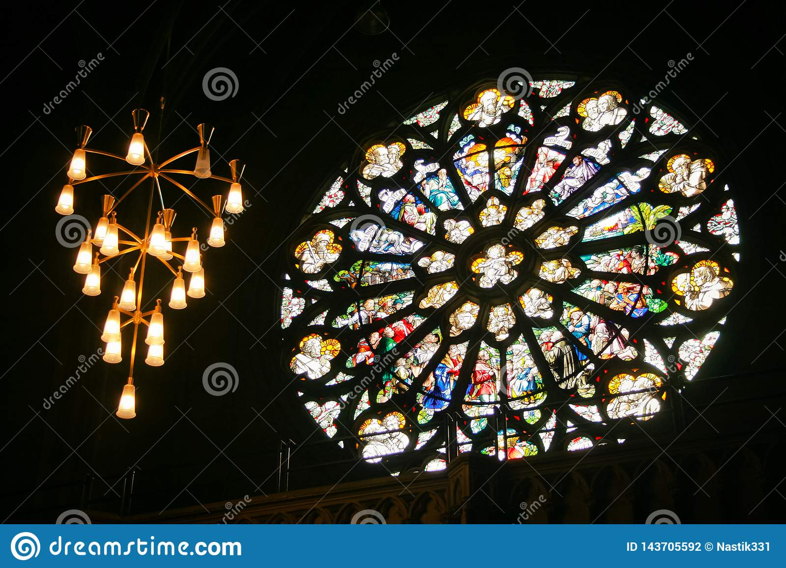 Int?rieur dans une cath?drale gothique