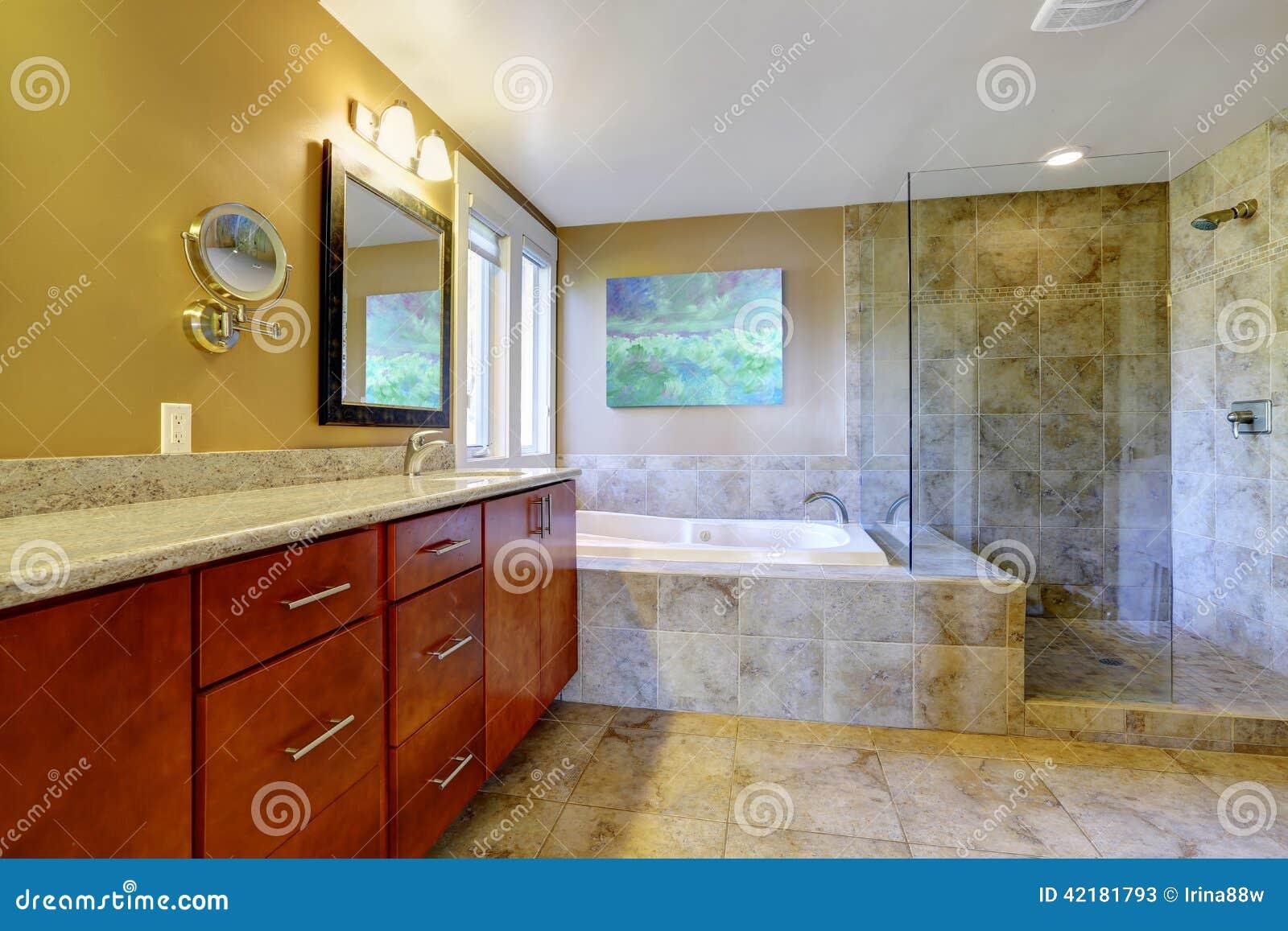 Gabinetes De Baño Pr:de baño con el gabinete de la vanidad del cuarto de baño, la tina de