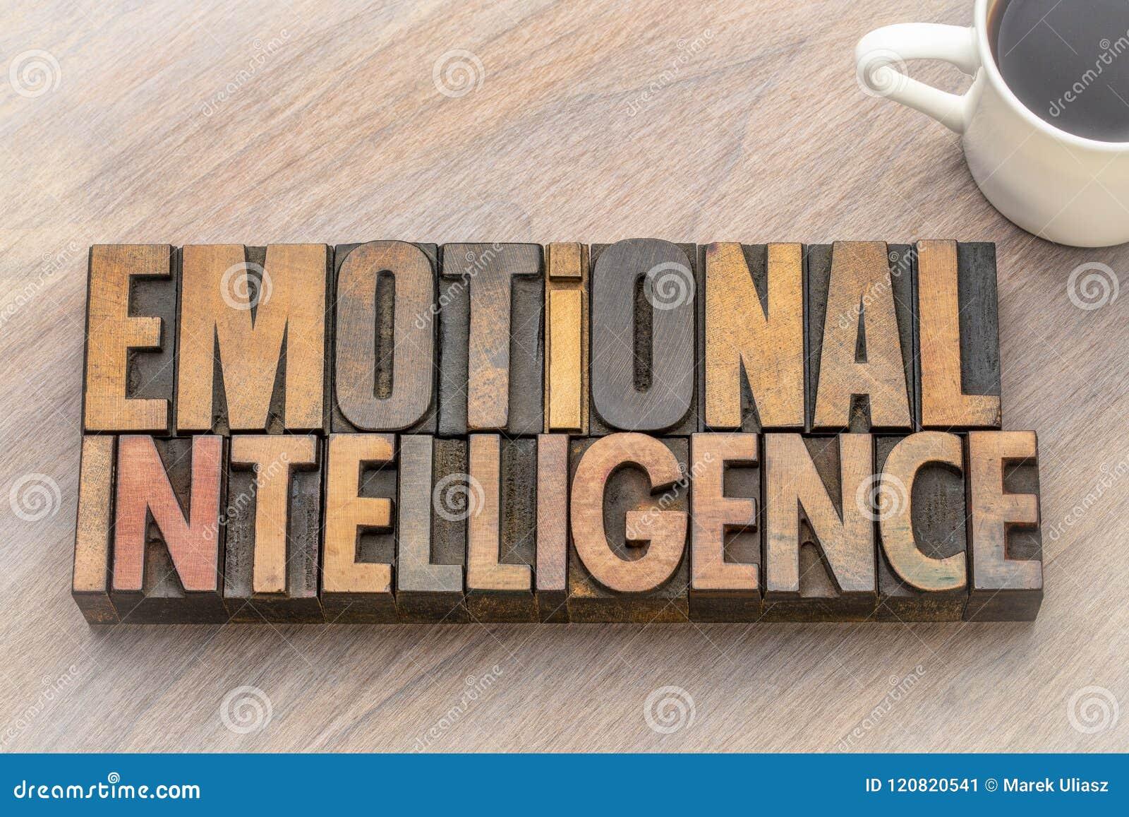 Intelligence émotive - exprimez le résumé dans le type en bois de vintage