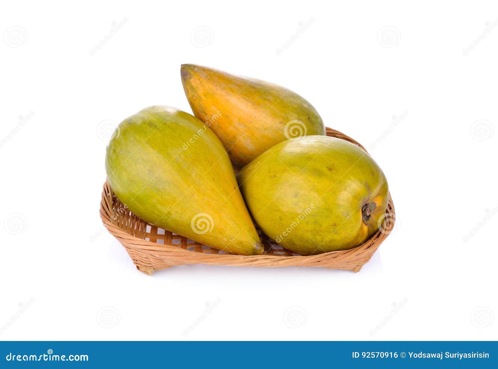 Intera frutta matura dell uovo o di Canistel in canestro di bambù e sulla b bianca