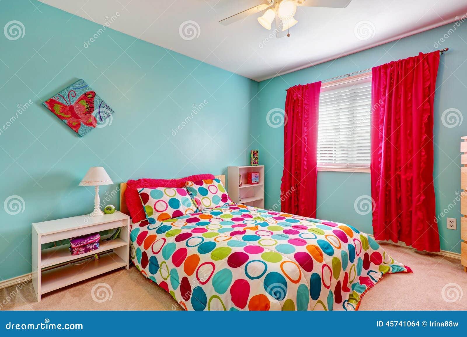 Interior alegre do quarto na cor de turquesa foto de stock for Agencement de chambre a coucher
