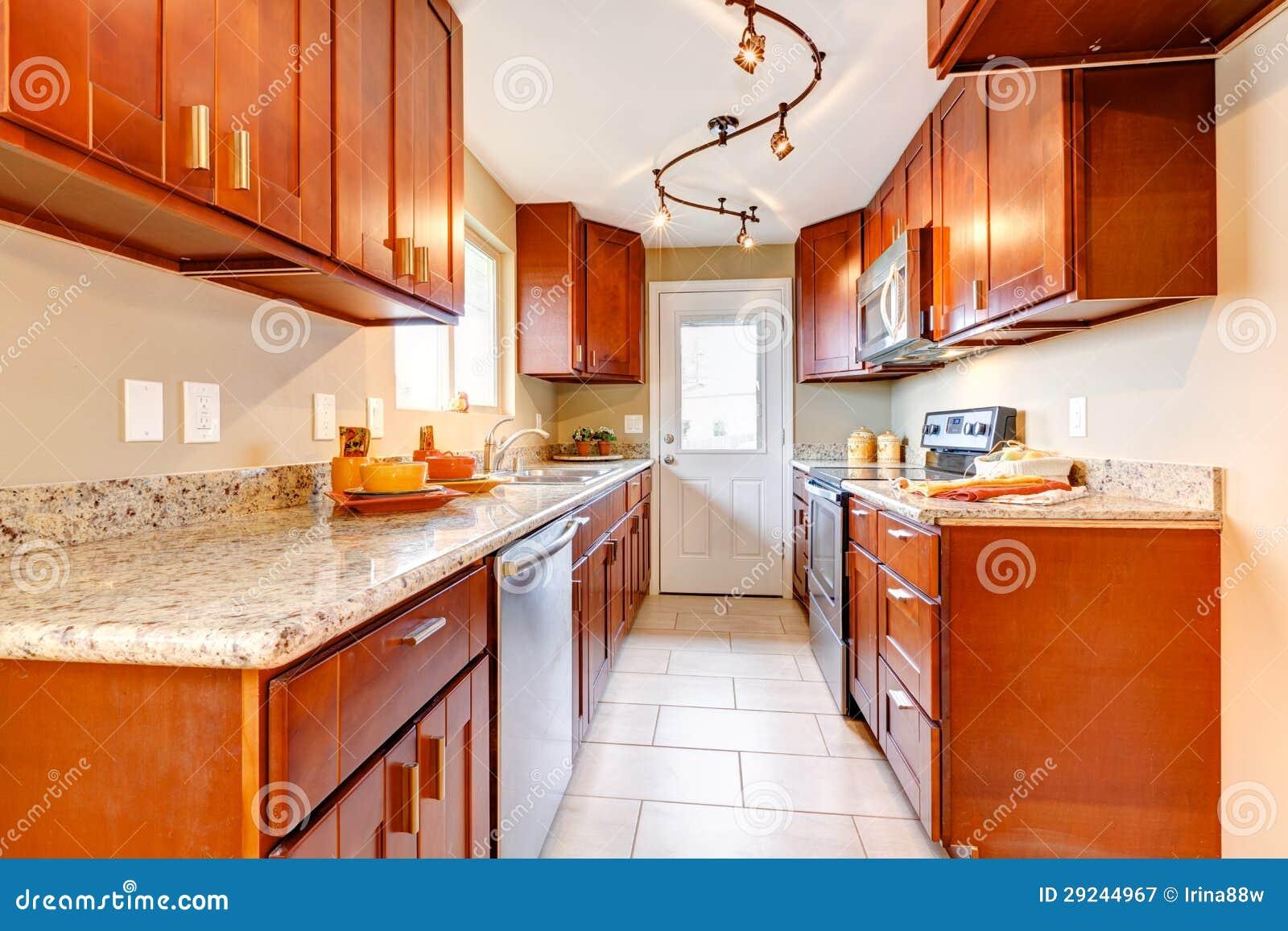 Download Interior Americano De Madeira Da Cozinha Da Cereja Nova. Imagem de Stock - Imagem de vazio, parede: 29244967