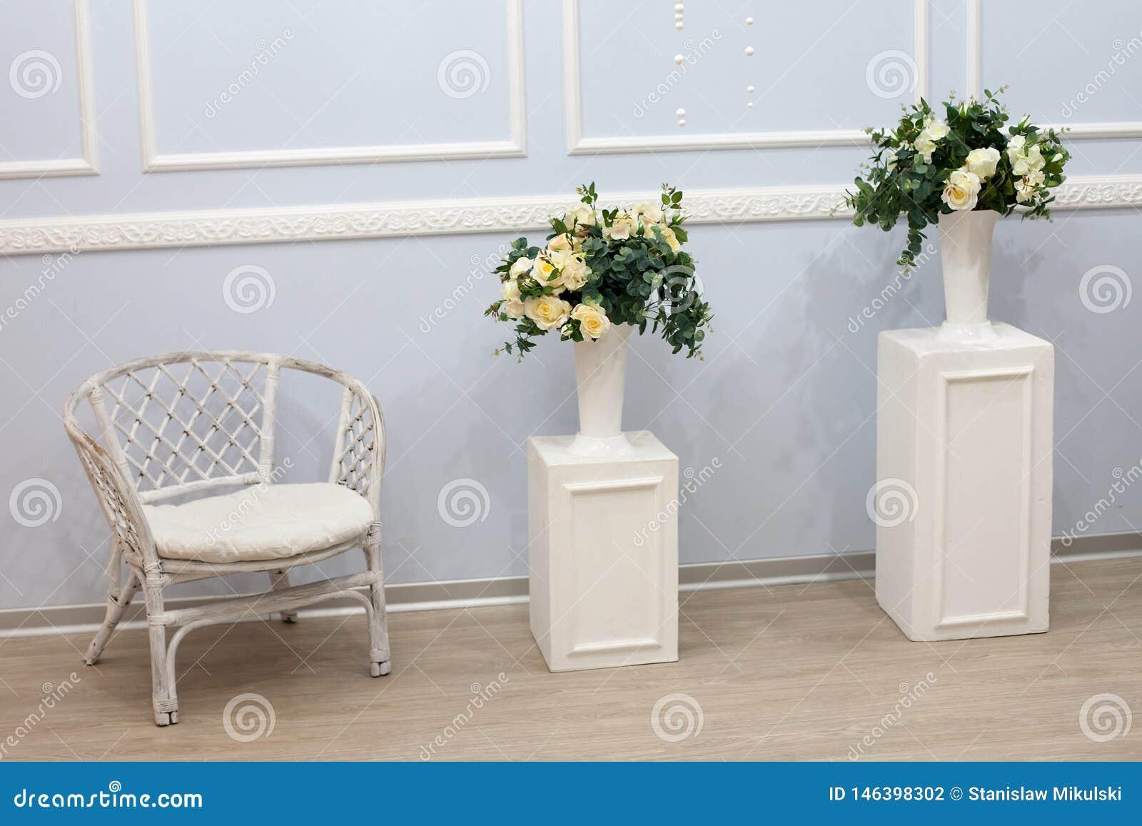 Interior blanco brillante limpio de lujo