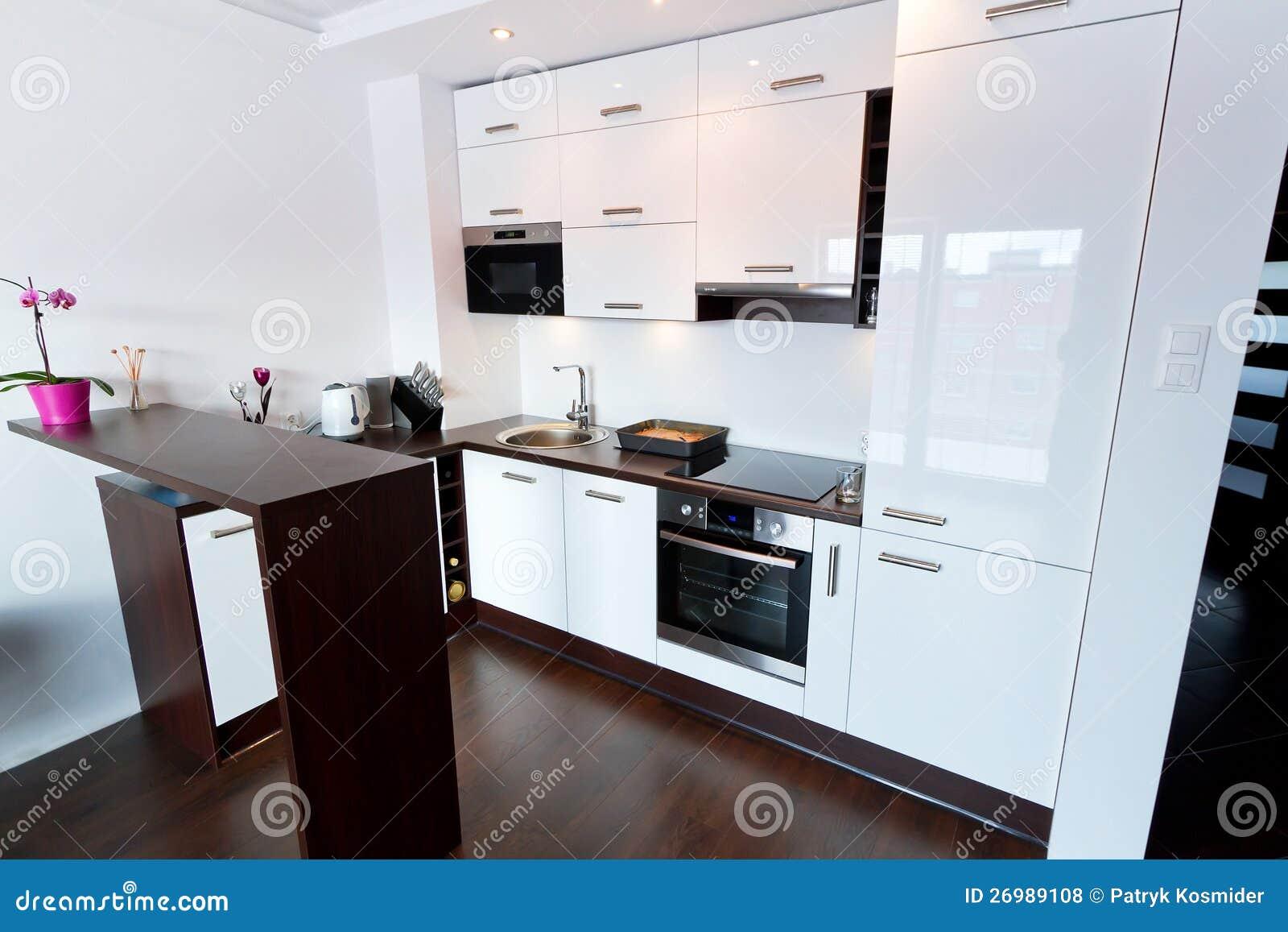 Interior Branco E Brilhante Da Cozinha Fotos de Stock Royalty Free  #838C3F 1300 957