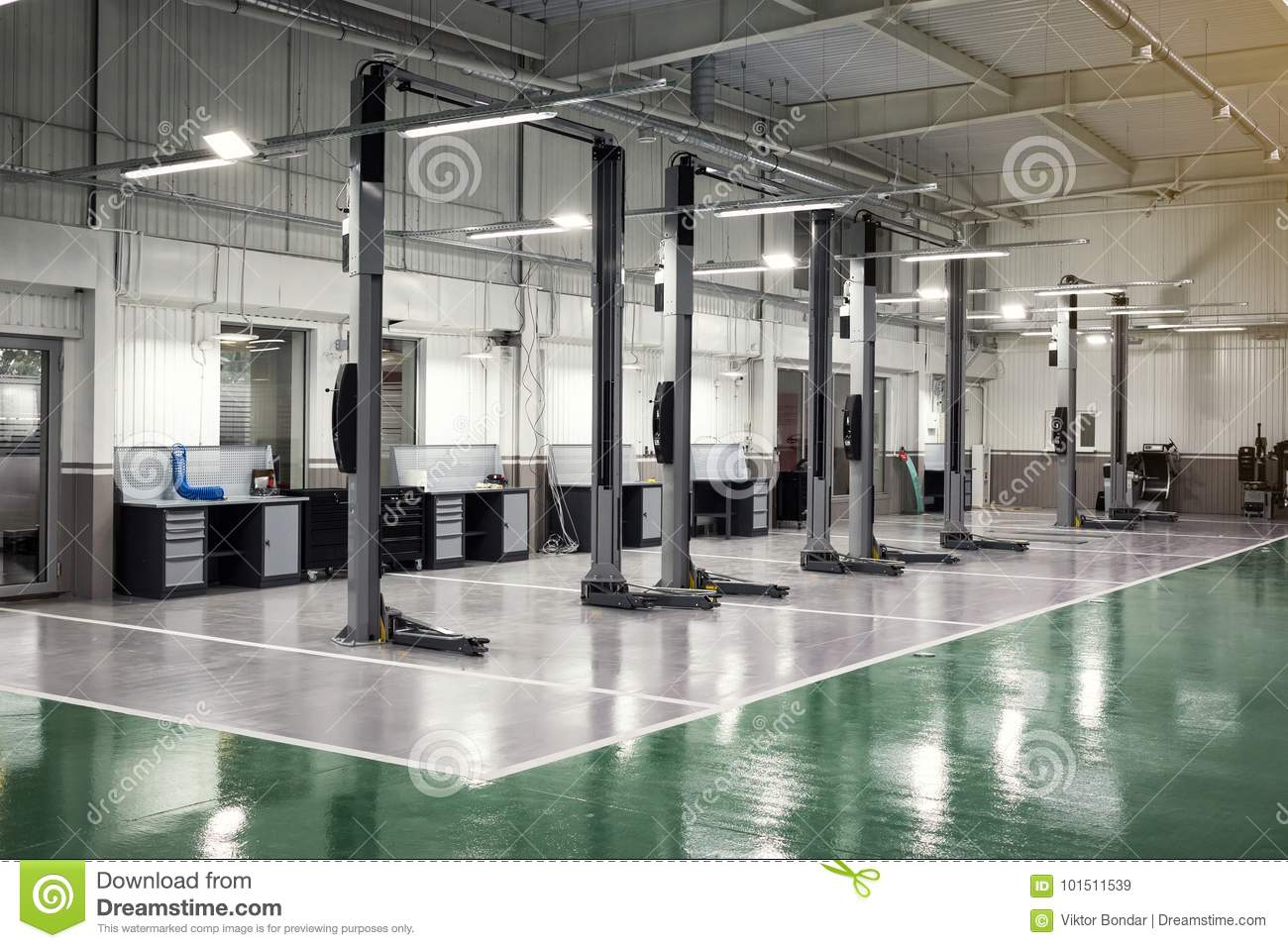 Interior Car Care Center The Electric Lift For Cars In The Service Car Repair Service Centre Car Mechanic Small Service Stock Image Image Of Industry Person 101511539