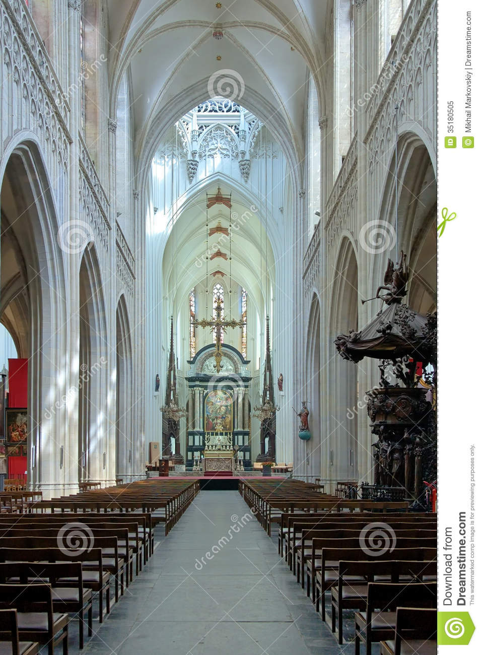 Interior of the cathedral of our lady in antwerp royalty for Interieur antwerpen