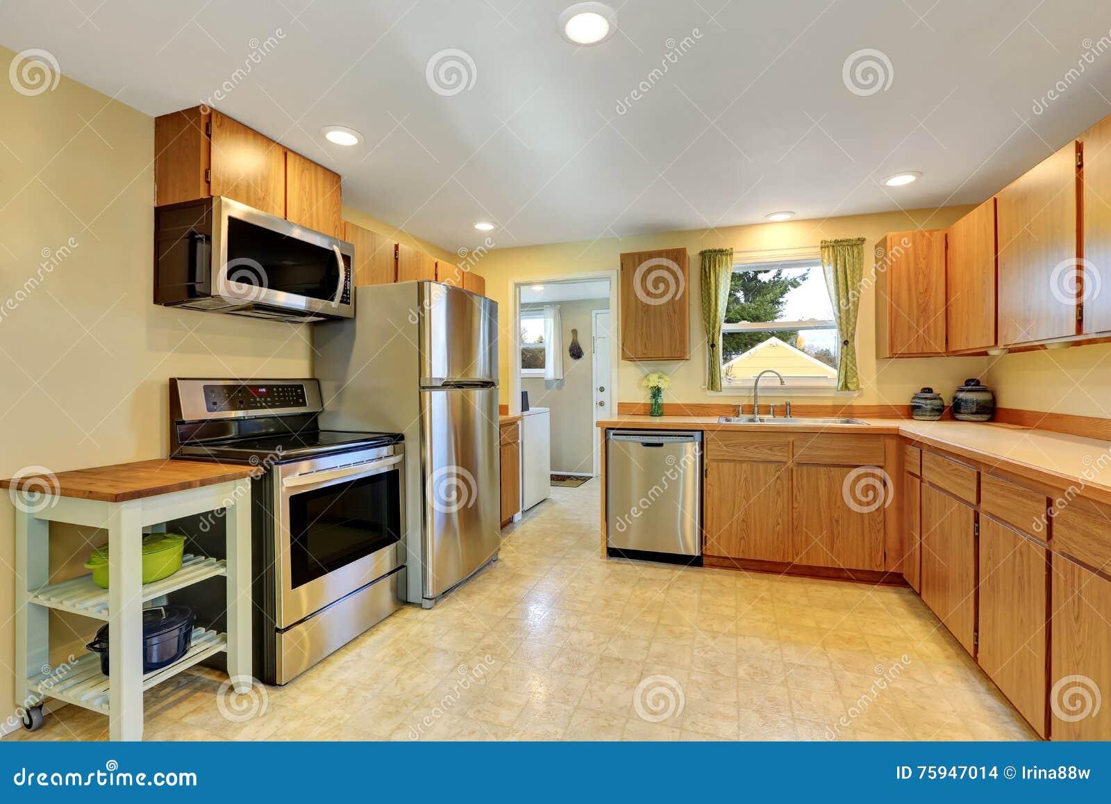 Interior Cl Ssico Da Sala Da Cozinha Com Arm Rios O Assoalho De