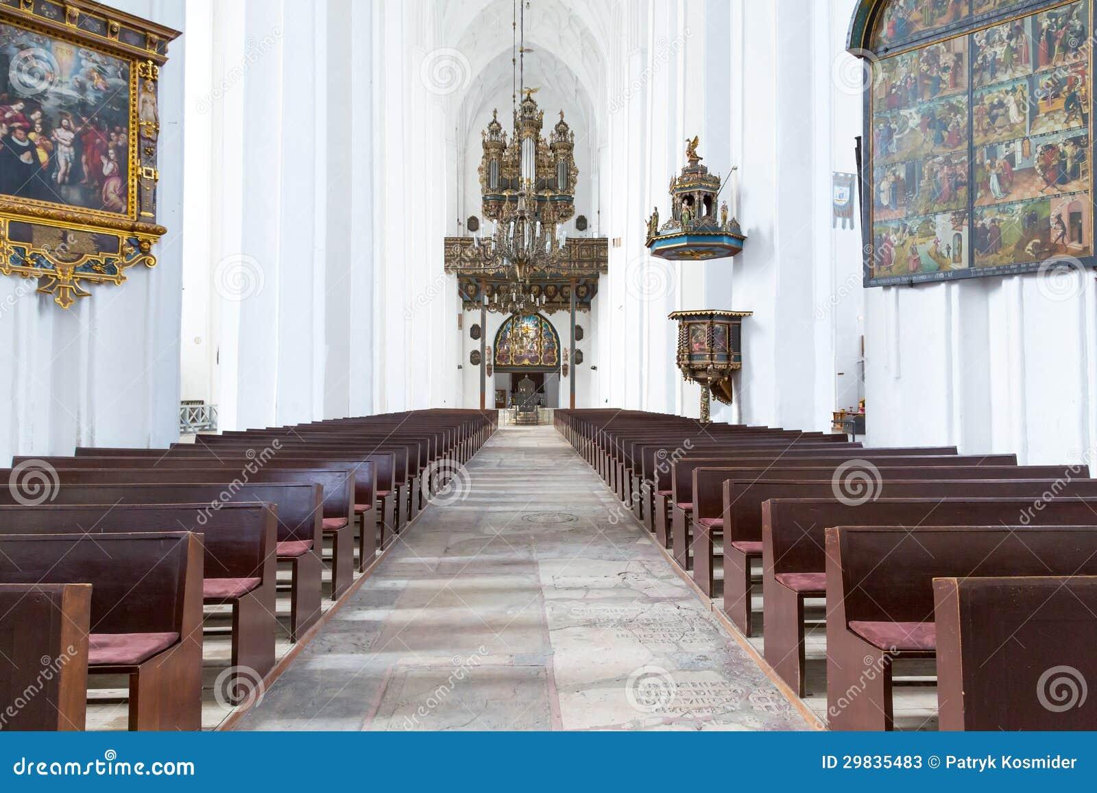 Interior da basílica de St Mary em Gdansk