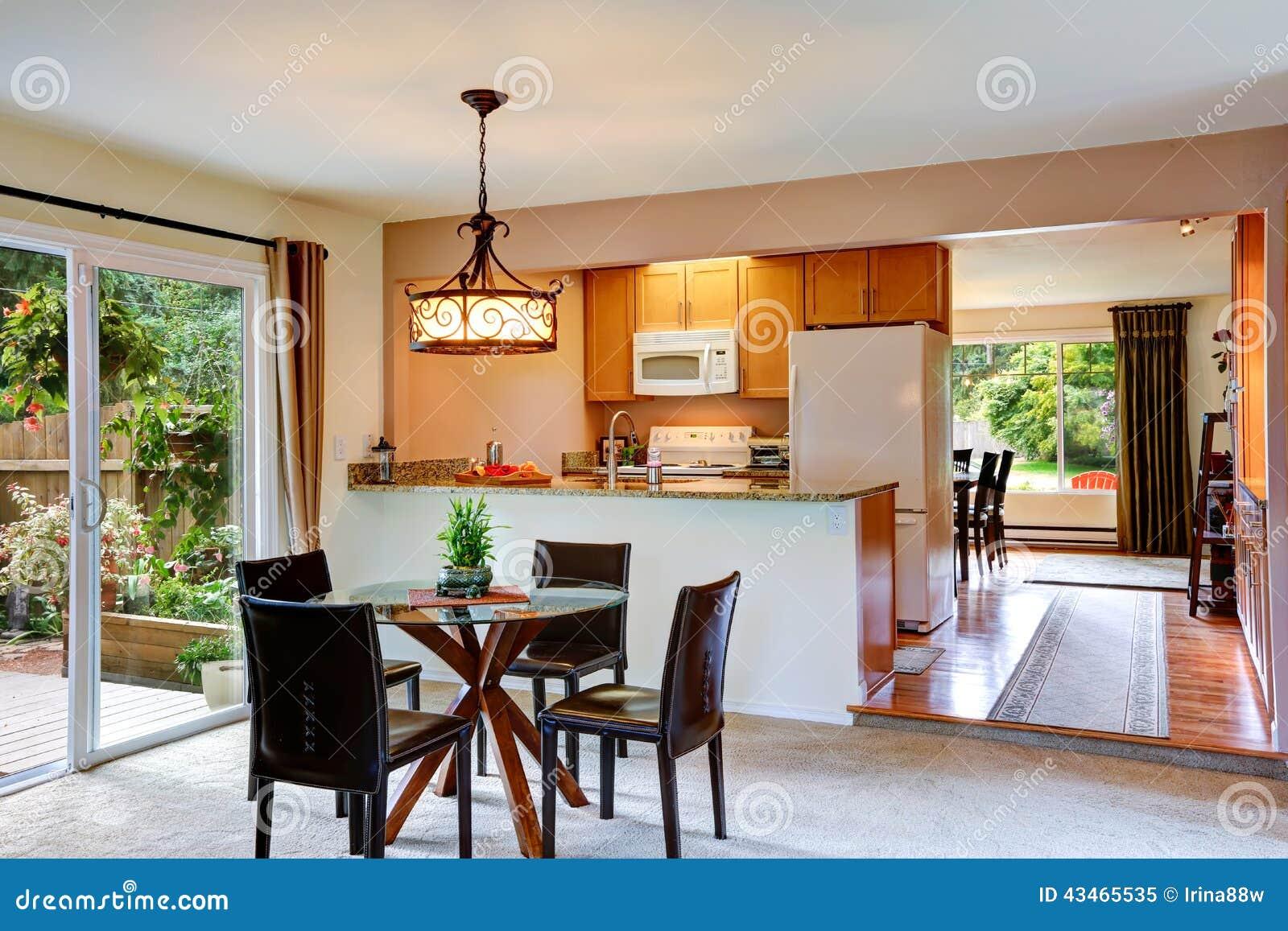 da cozinha com plataforma do abandono a mesa de jantar superior de  #7C3C1B 1300 957