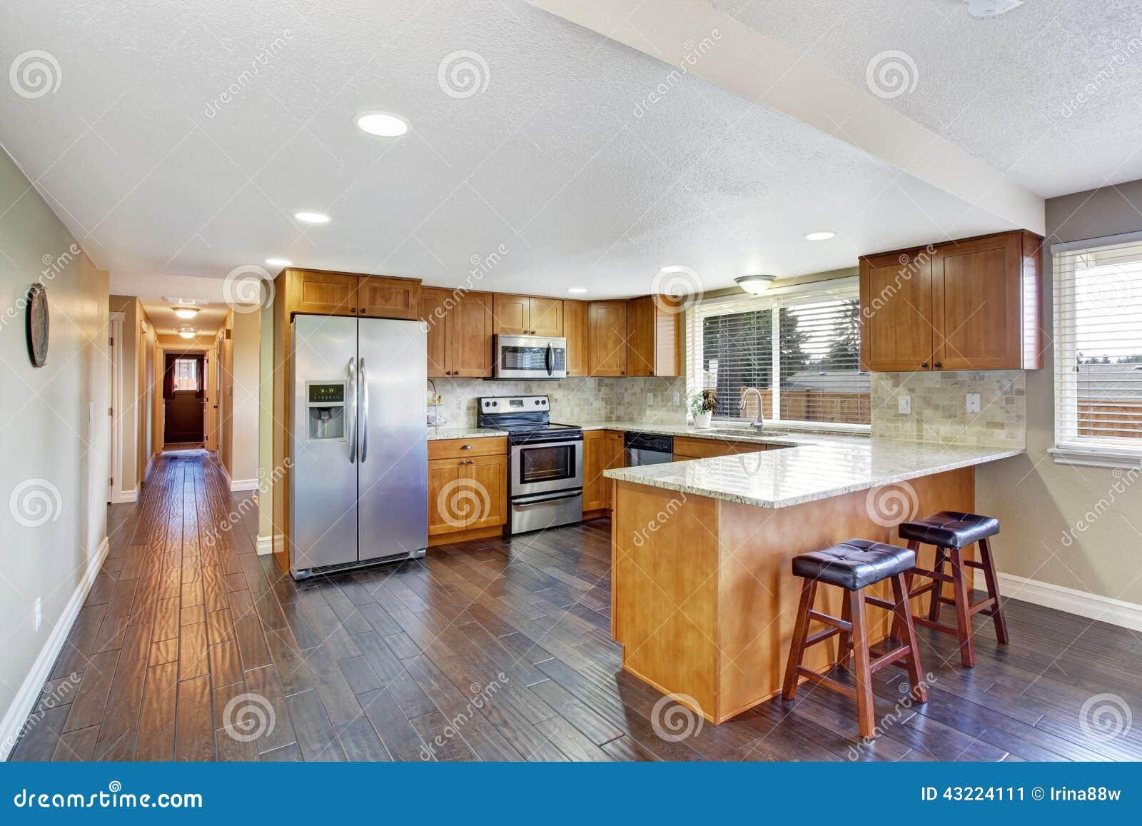 Interior Da Casa Sala Da Cozinha E Corredor Longo Imagem De Stock