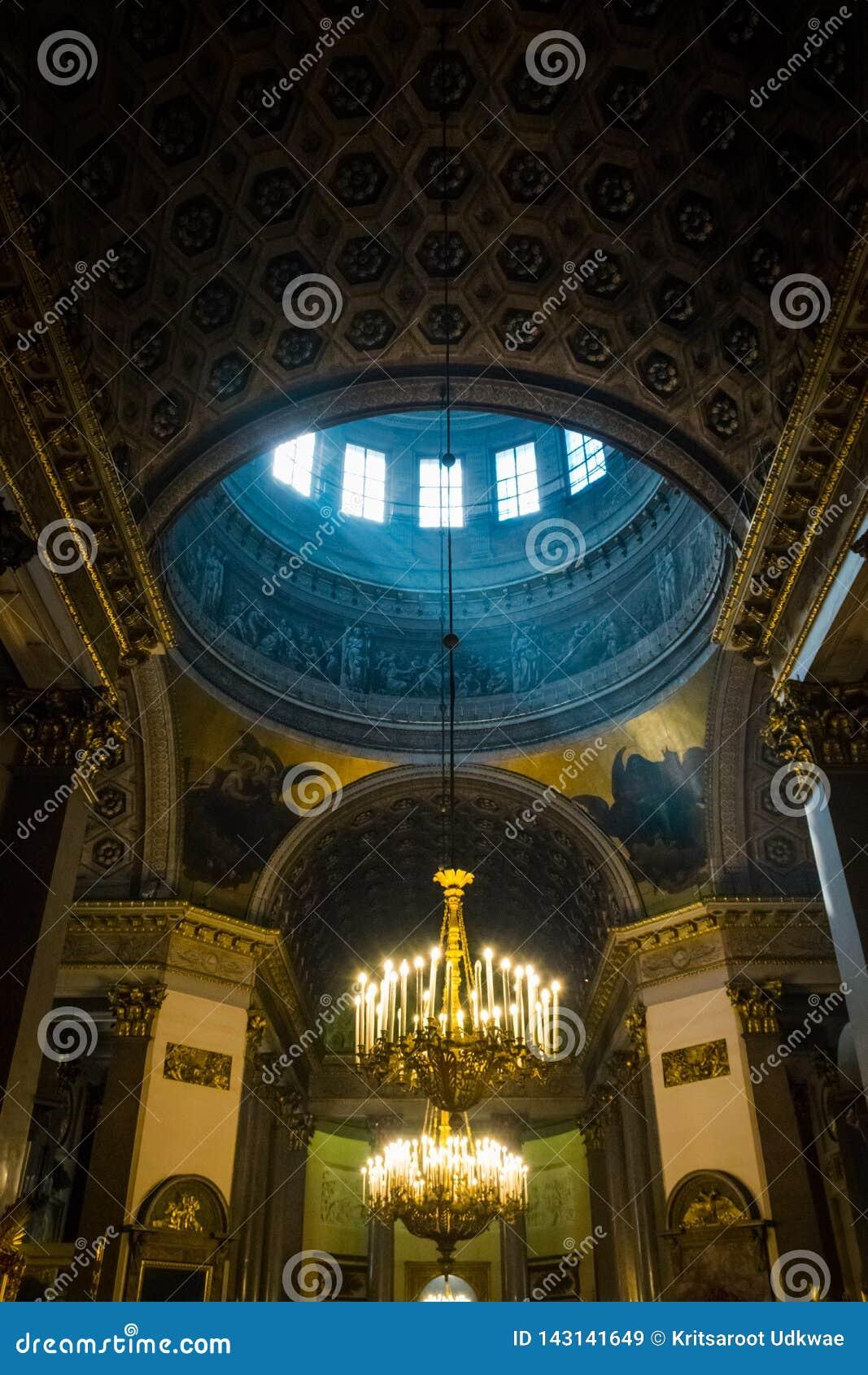 Interior da catedral de Kazan, St Petersburg, Rússia