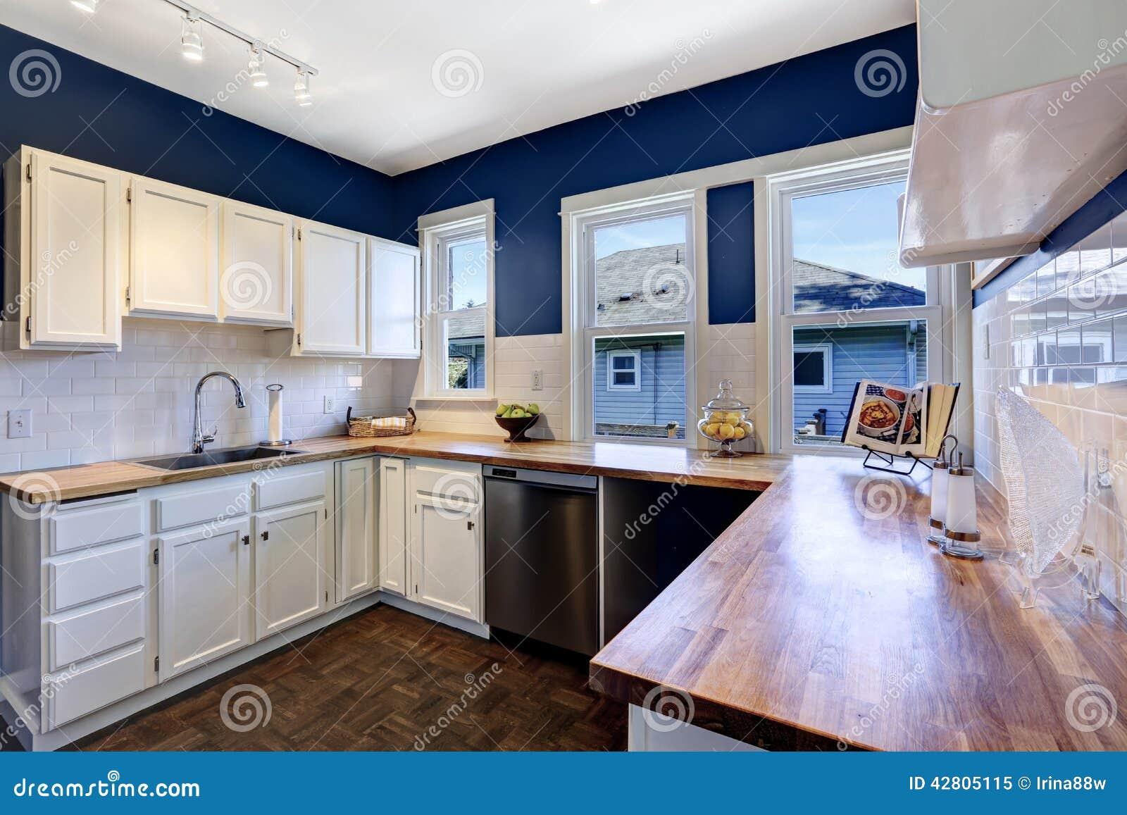 Kitchen Island Layout Ideas Interior Da Cozinha Na Marinha Brilhante E Nas Cores
