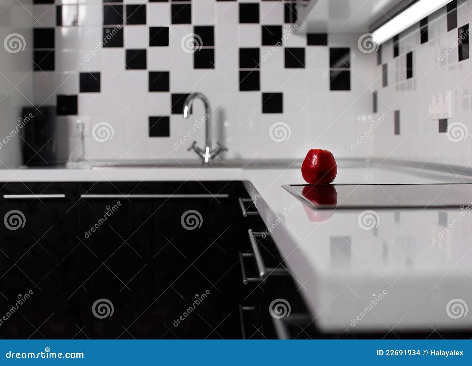 Interior Da Cozinha Preto E Branco Com Maçã Vermelha Imagens de  #83A328 1300 1027