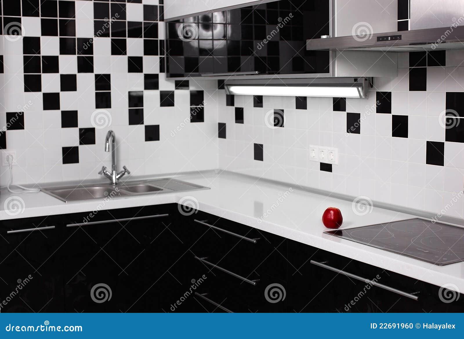 Interior da cozinha preto e branco com ma vermelha foto for Cocinas modernas negras con blanco