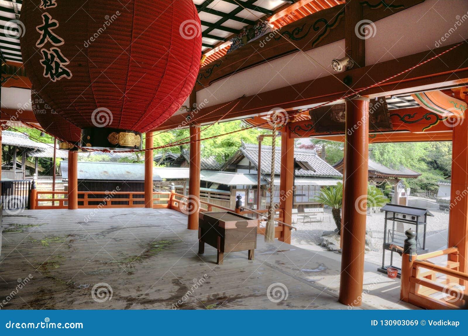Interior da entrada do templo, Japão