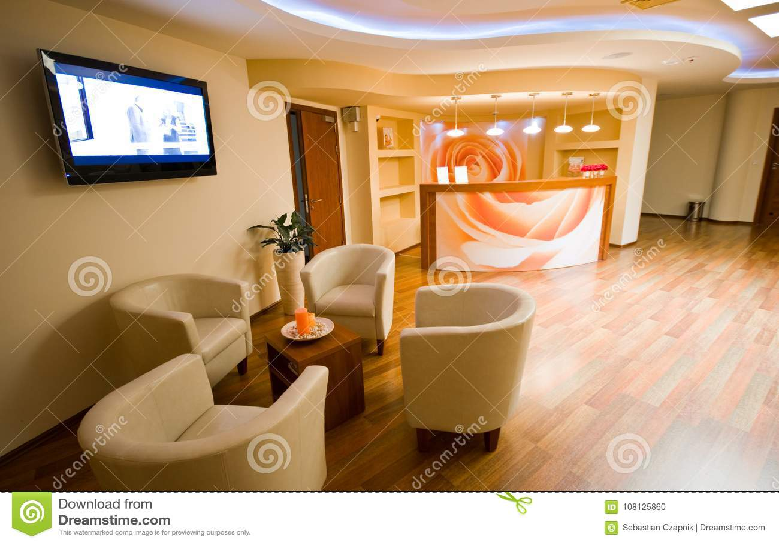 Interior da sala de espera dos TERMAS com cadeiras de couro