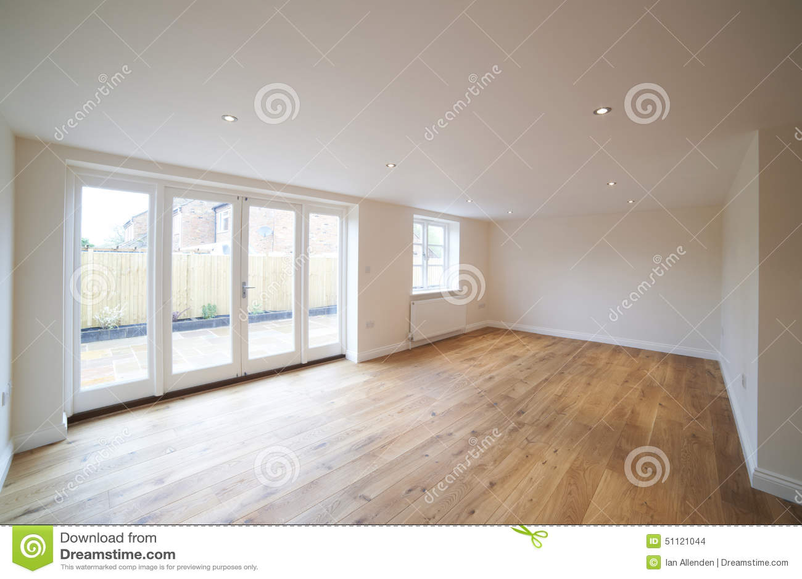 da sala de estar vazia na casa nova moderna interior da sala de estar  ~ Sala De Estar Vazia