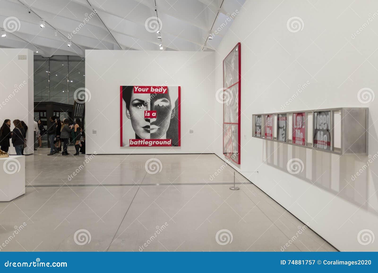 Interior de Art Museum contemporâneo largo