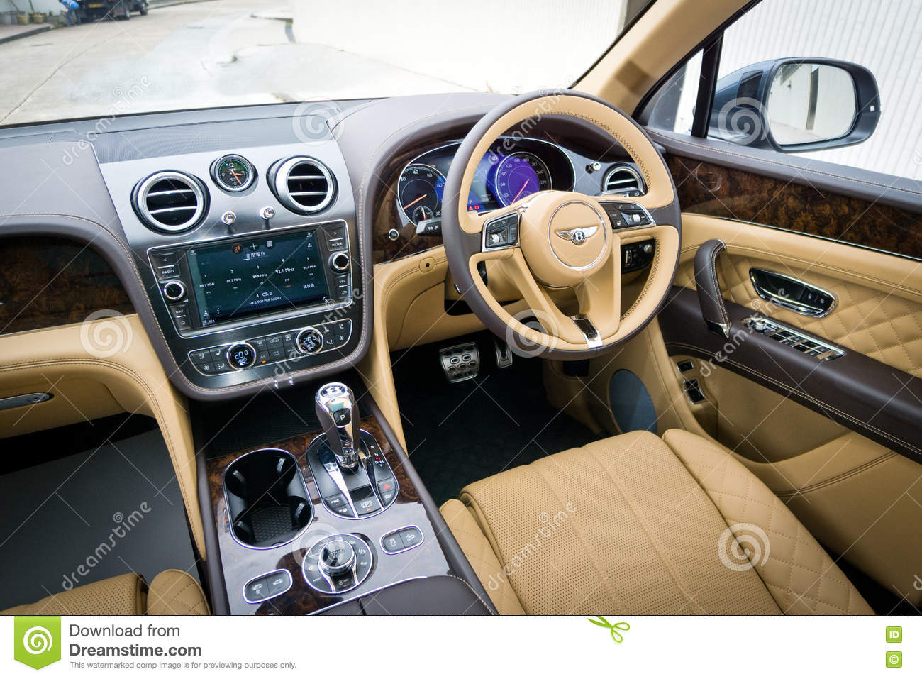 Interior De Bentley Bentayga W12 Foto Editorial Imagen De Bentayga Interior 81657431