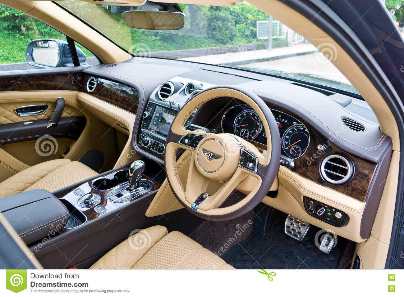 Interior De Bentley Bentayga W12 Imagen Editorial Imagen De Interior Bentayga 81661875