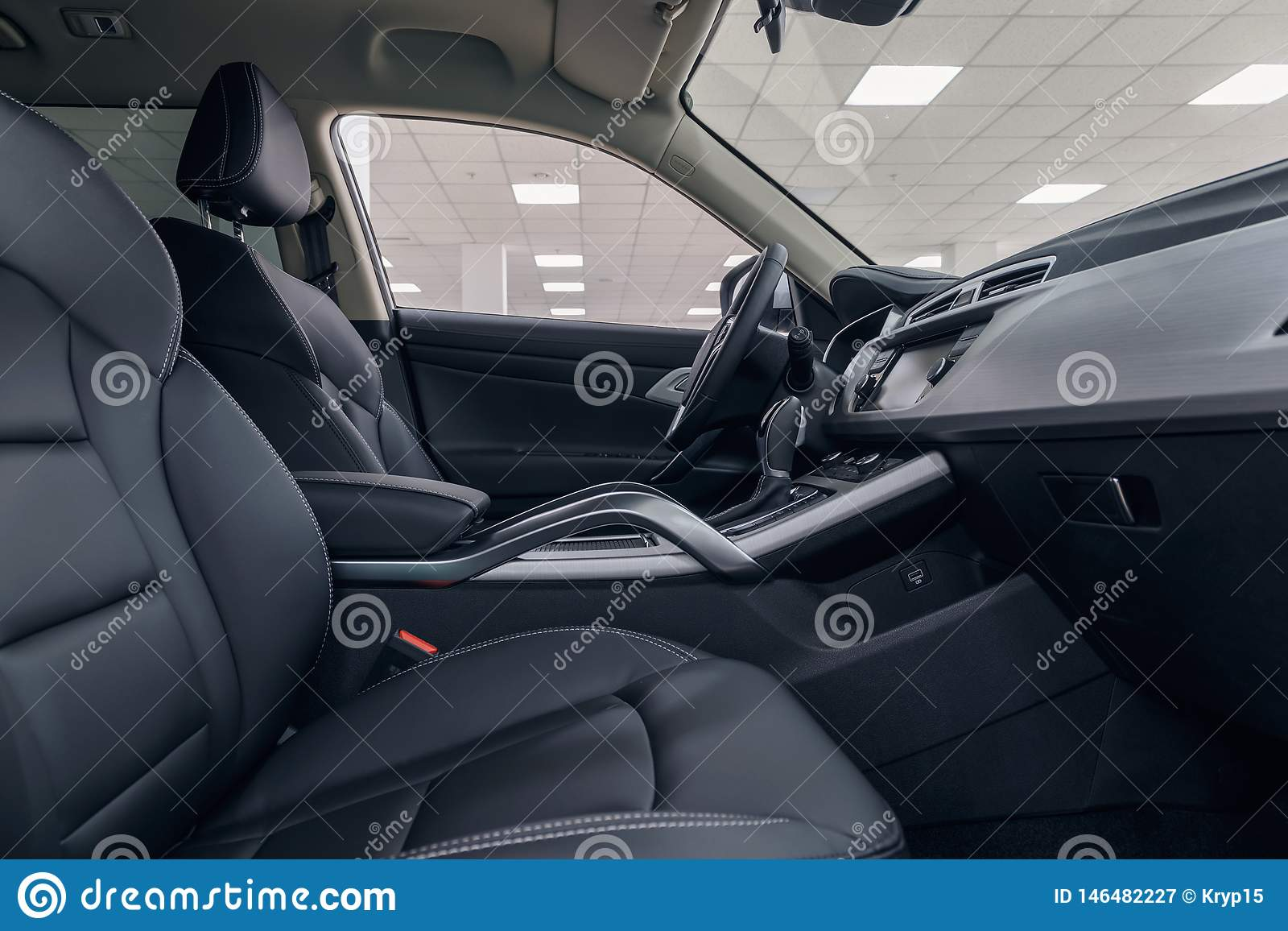 Interior de cuero del coche Tablero de instrumentos iluminado coche moderno Racimo lujoso del instrumento del coche