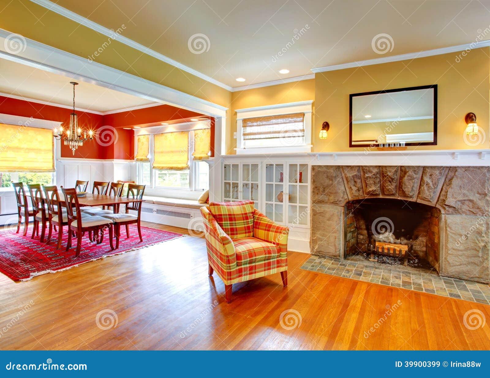 Interior de la casa comedor amarillo del rojo de la sala for Sala de estar y comedor