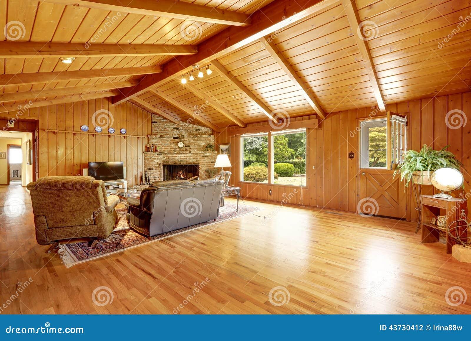Interior de la casa de la caba a de madera sala de estar - Casas de madera decoracion ...