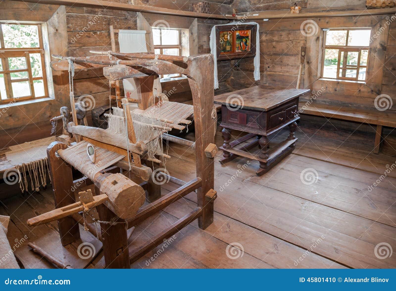 Interior de la casa de madera rural vieja imagen editorial - La casa de madera ...