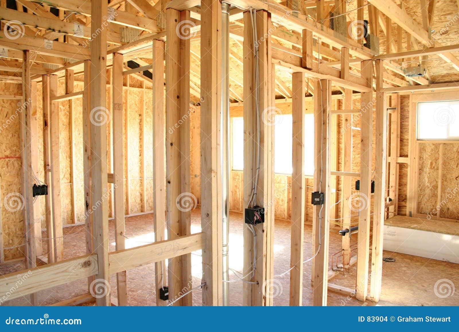 Interior de la casa de marco de madera foto de archivo - La casa de madera ...