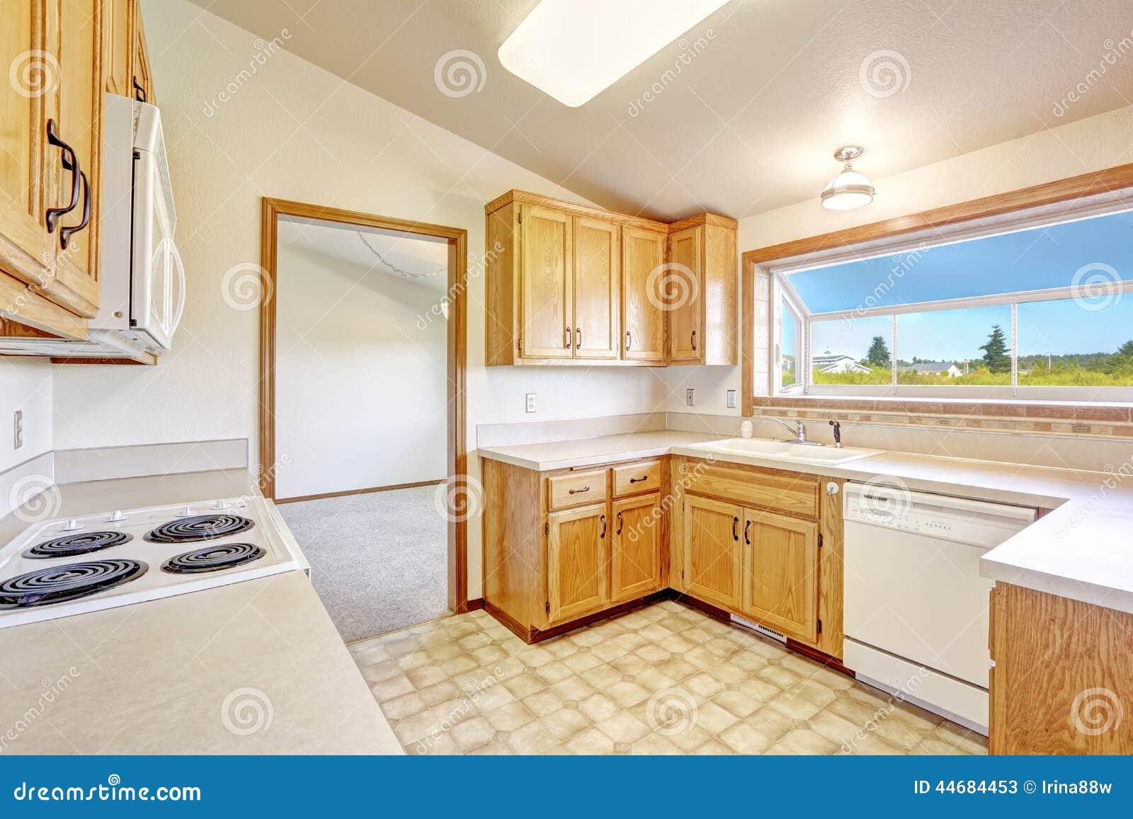 Interior de la casa del campo sitio de la cocina con el - La cocina en casa ...