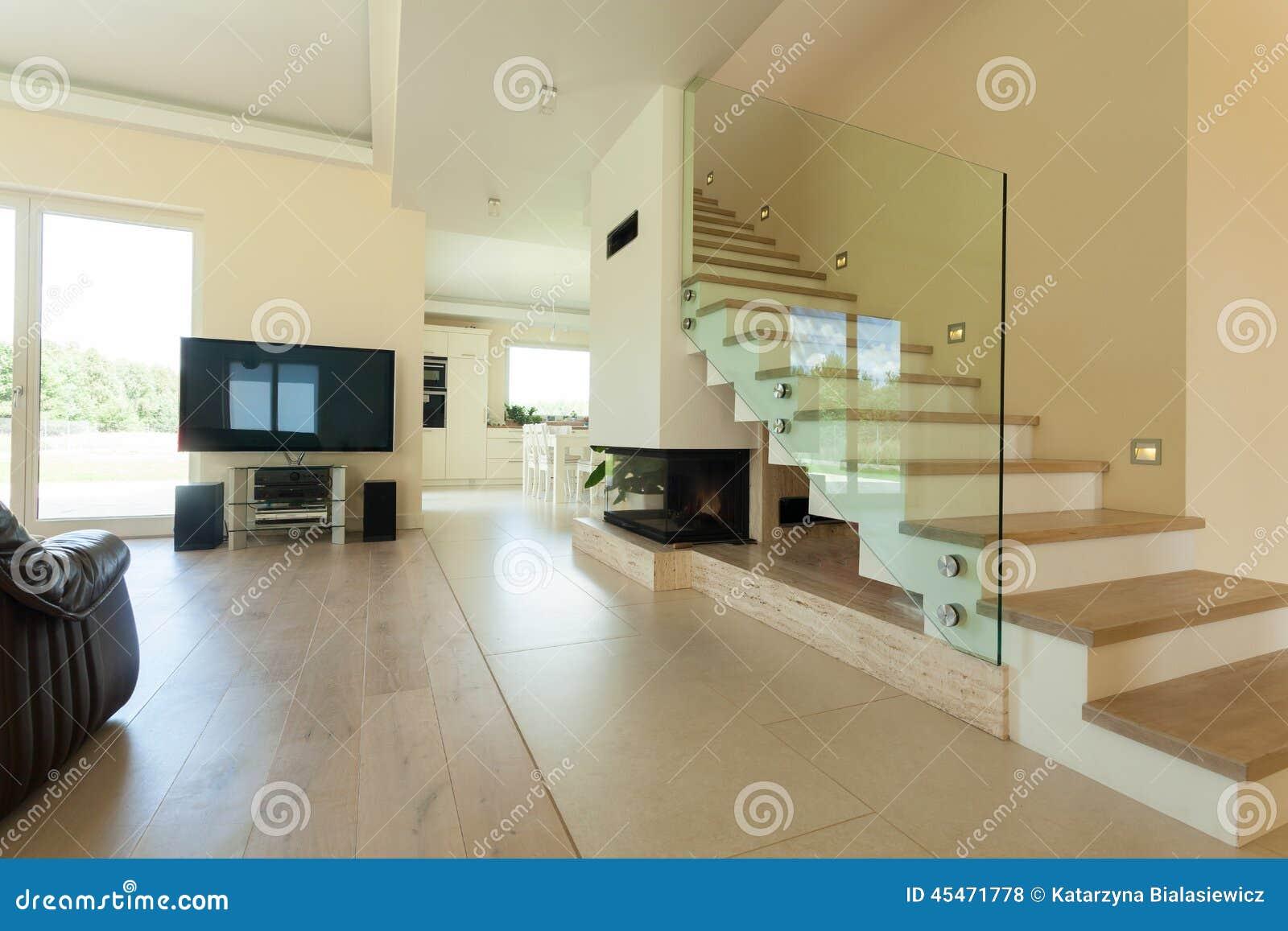Interior de la casa moderna y brillante foto de archivo for Interni casa moderna
