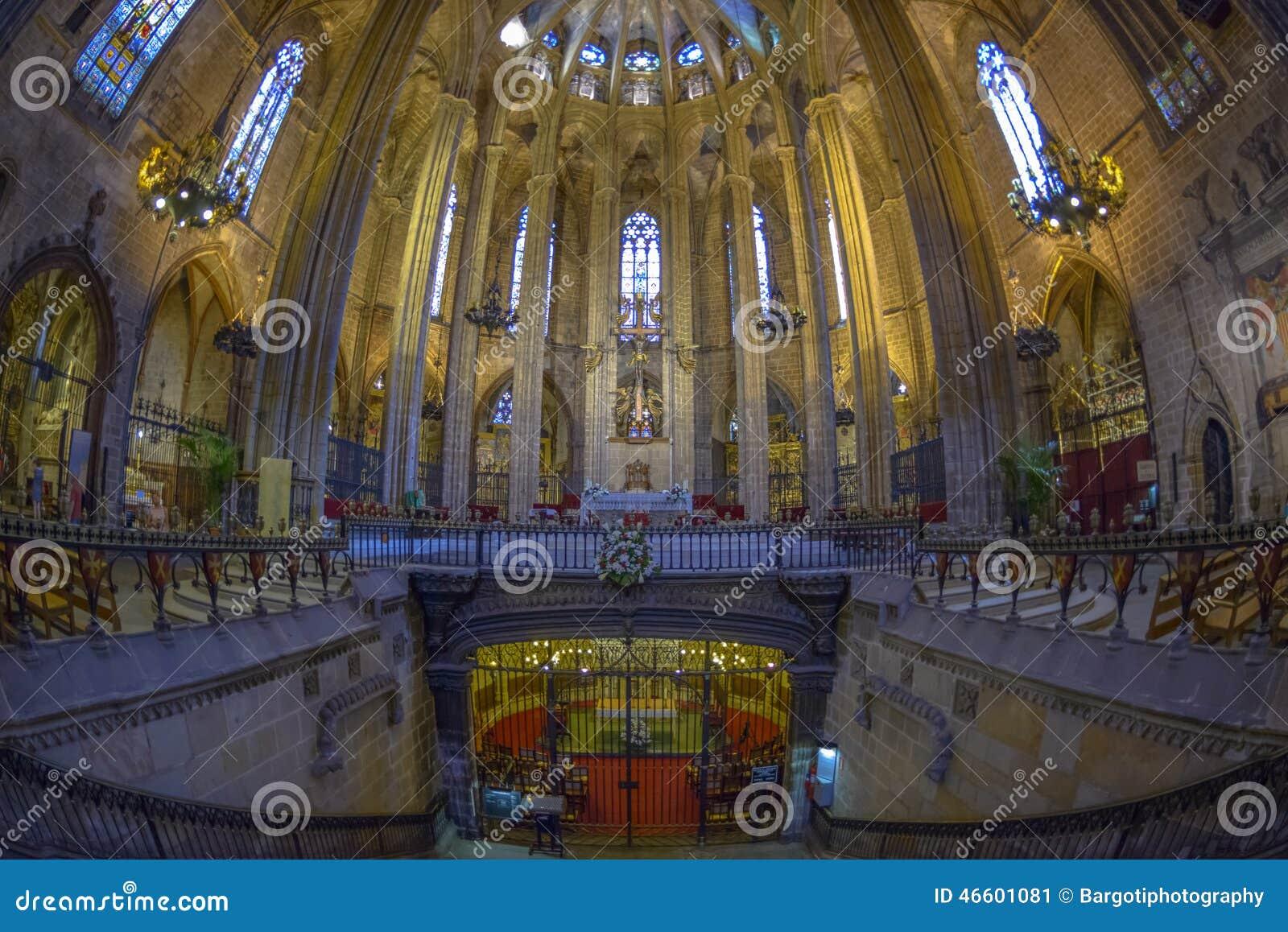 Interior de la catedral de barcelona catalu a espa a for Interior de la catedral de barcelona