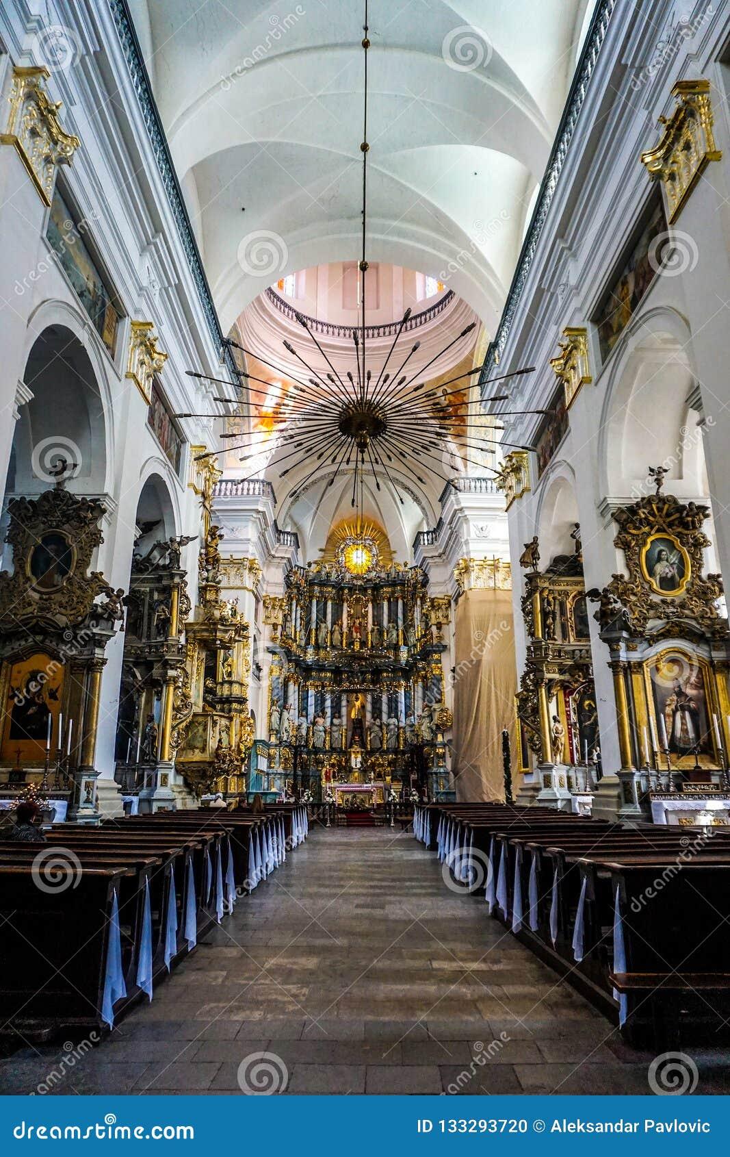 Interior de la catedral de la jesuita de Grodno