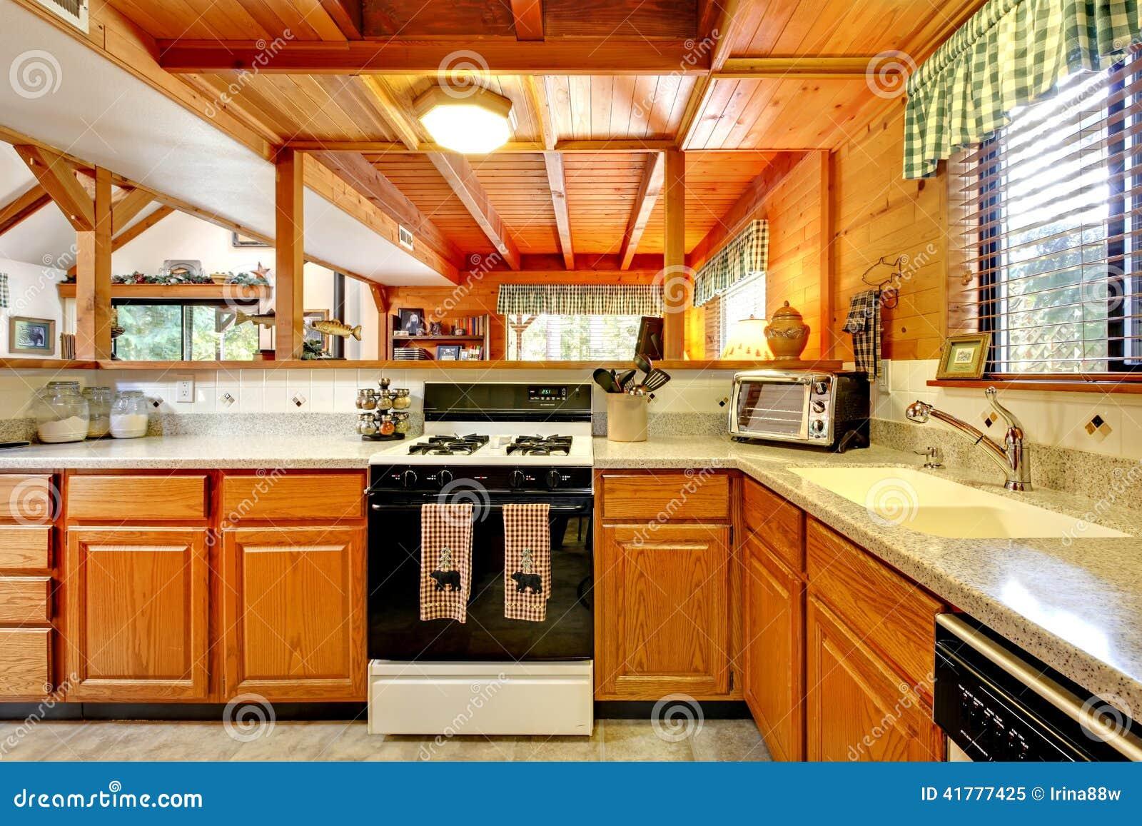 Interior de la cocina en casa de la caba a de madera foto - Interior casas de madera ...