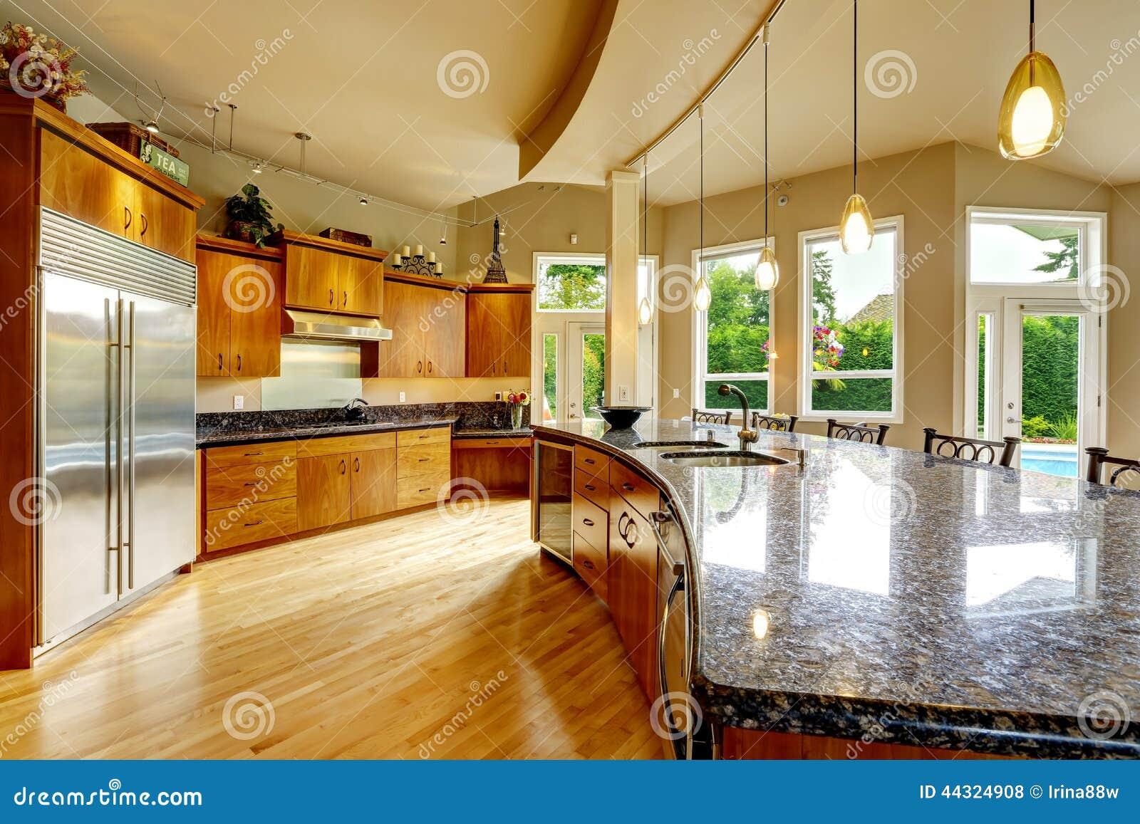 Interior de la cocina en casa de lujo propiedades for Inmobiliaria la casa