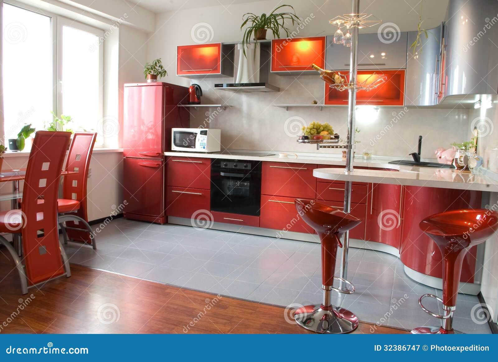 Interior de la cocina moderna con un contador de la barra for Barras de cocina modernas