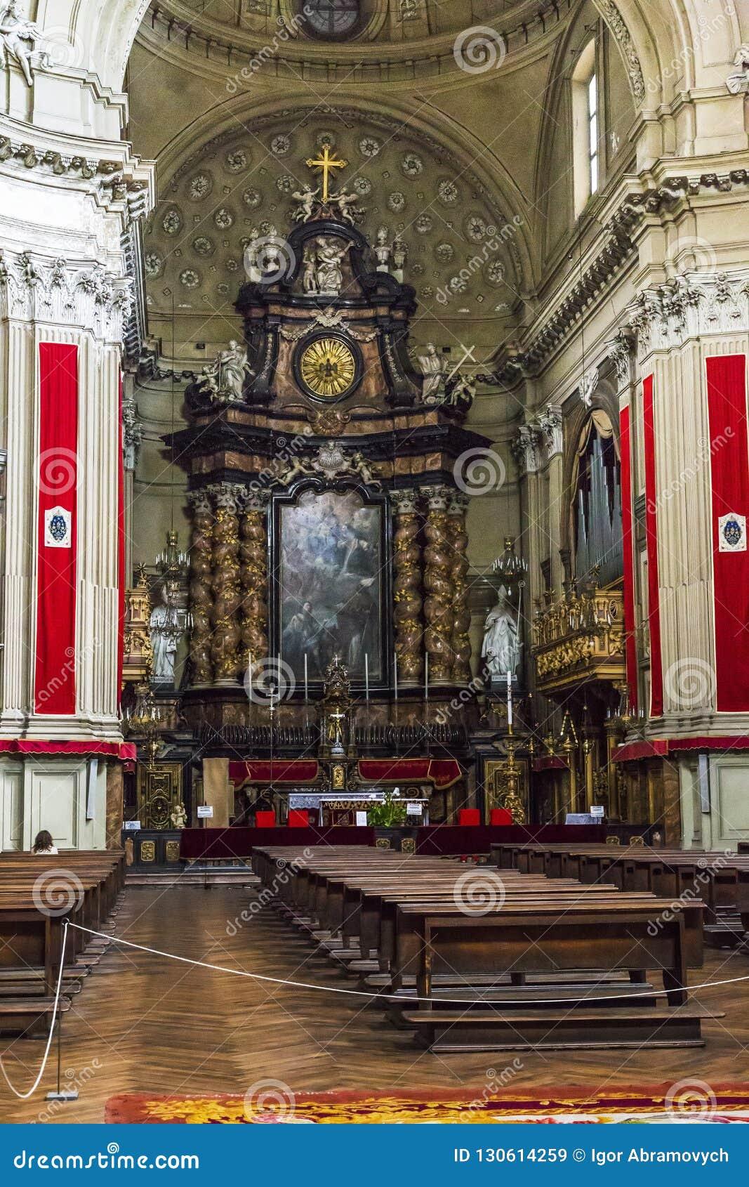 Interior de la iglesia de San Filippo Neri en Turín